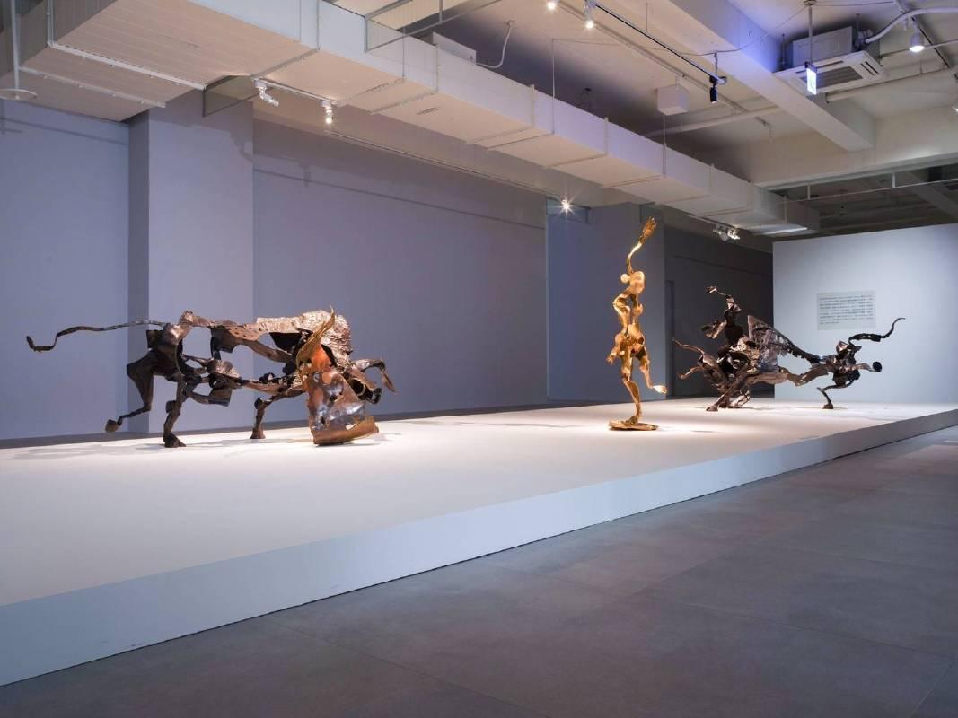 李光裕 紅色情挑(左)格蘭納達(中)機智的鬥牛士(右) 258x115x130cm,43x44x157cm, 213x135x88cm 銅 2016
