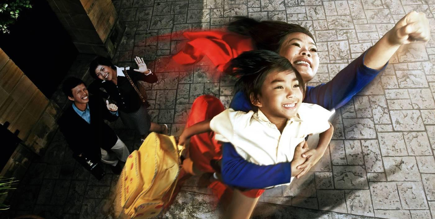 黃海昌,《馬來西亞女傭:超女》,2008,攝影、燈片、燈箱,85x170cm