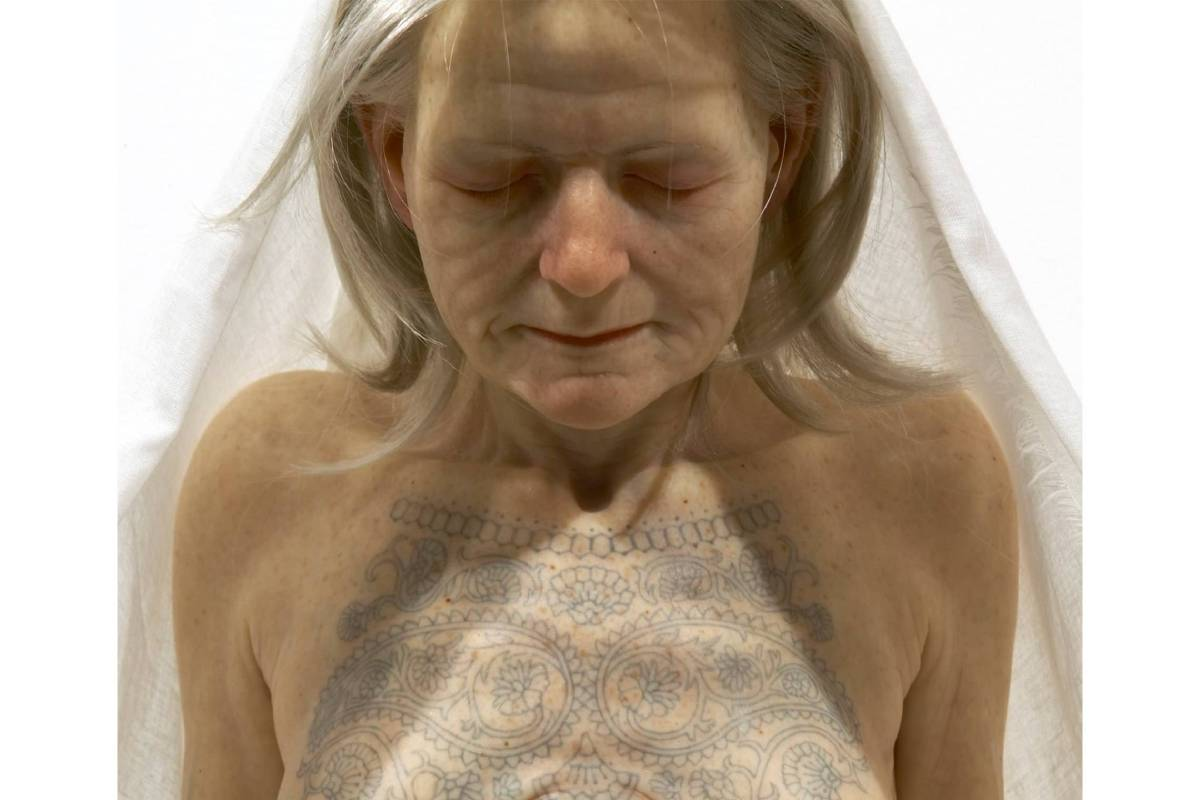 刺青的女人 │ 矽膠、纖維、毛髮 115 x 45 x 40公分 2007年