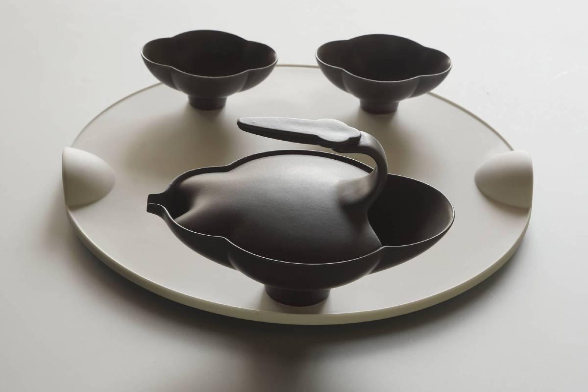 迎接八方新氣十五週年的到來,有別於以往的嘗試,特別推出黑灰色瓷器精品,整體黑白搭配,更顯出融合時尚與典雅、創新與傳承的生活美學。
