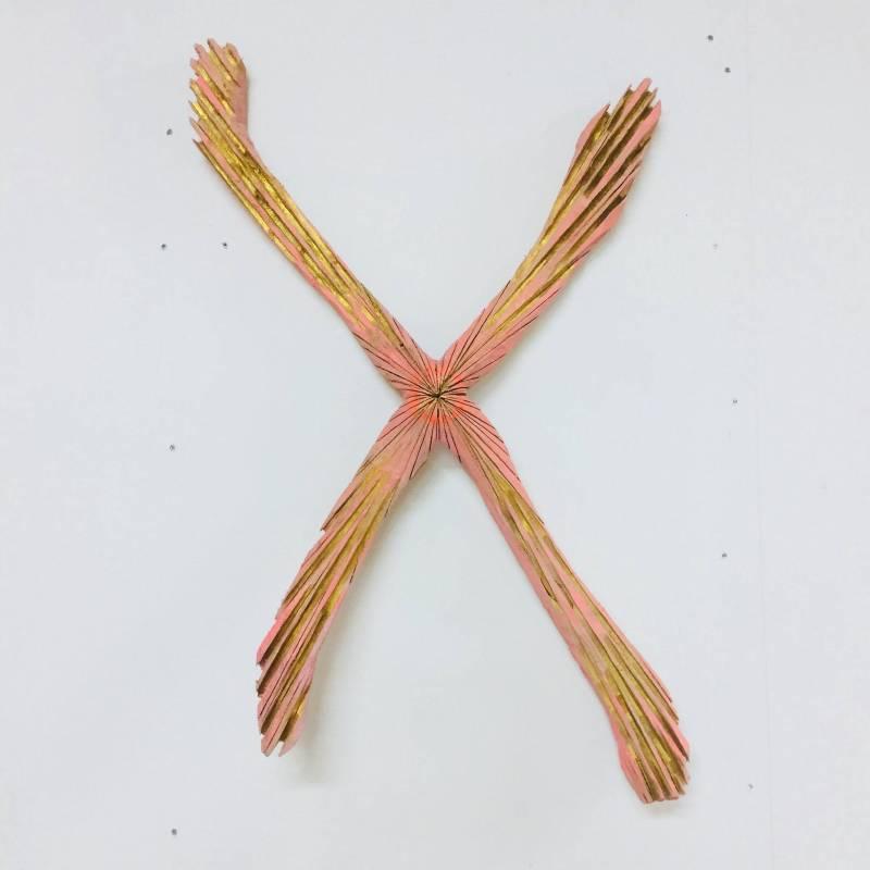 阿部乳坊_ X染色體_2018_樟木、壓克力彩、木油_ 77(L) x 50(W) x 12(H) cm