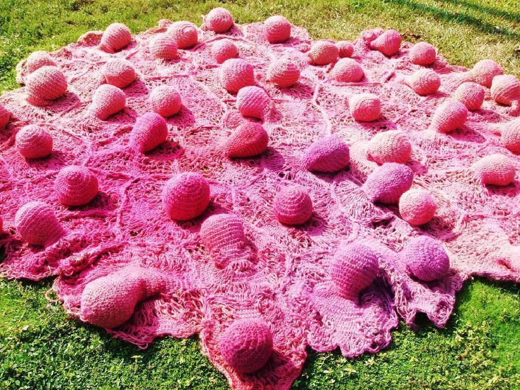 郭昭吟 凸一粒粒粒 麻 250 x 200 x 25 cm 2008