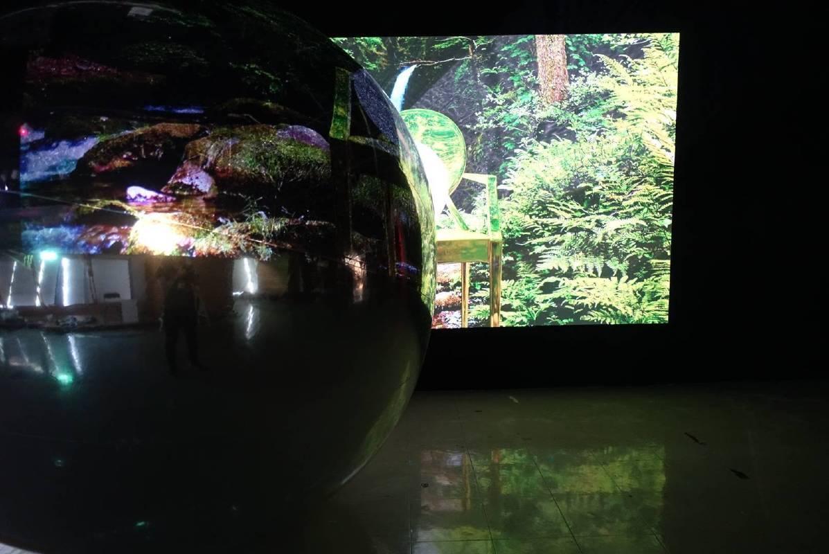 莫妮卡.瓦卡希沙茲,〈瞬化電晶體〉,展覽現場