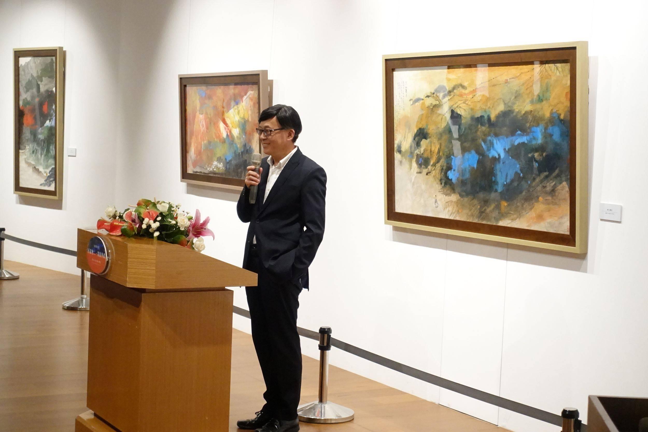 策展顧問張譽騰先生致詞(前國立歷史博物館館長)。