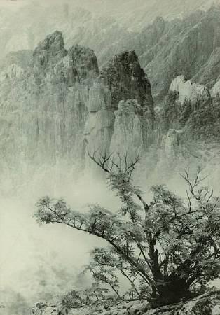 郎靜山,《Majestic Solitude》。圖/取自wikimedia
