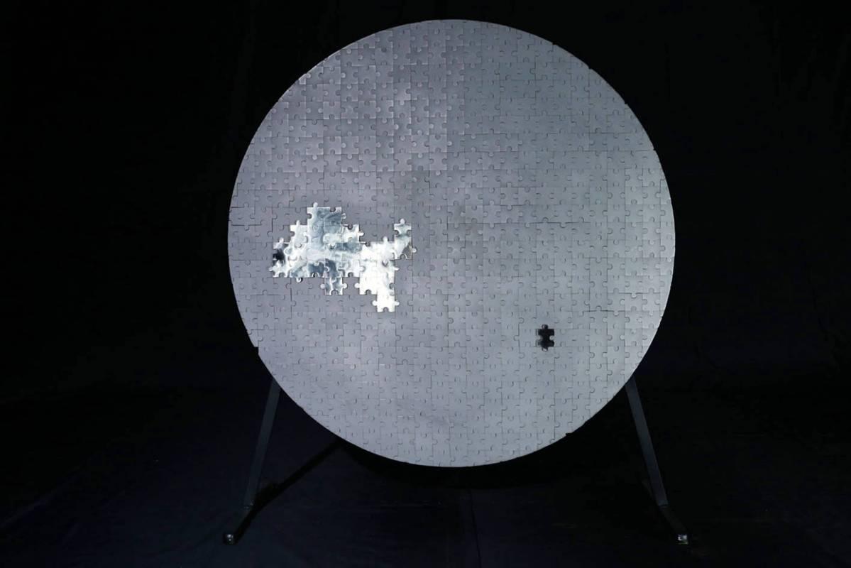 《拭塵-拼圖》74x76x5cm,鐵材焊接、不銹鋼焊接、工業噴沙、拋光,2016