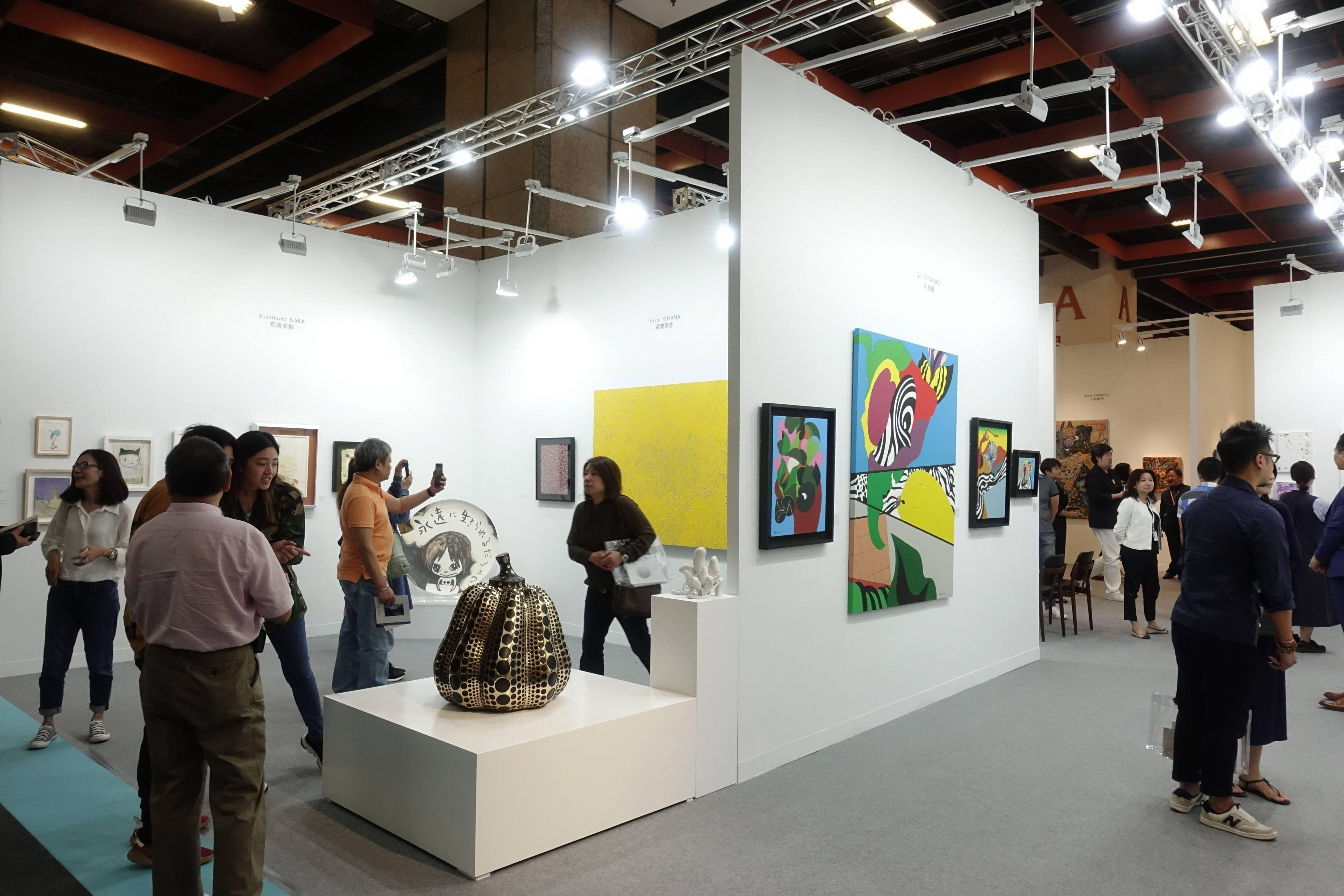 日本白石畫廊現場人潮。