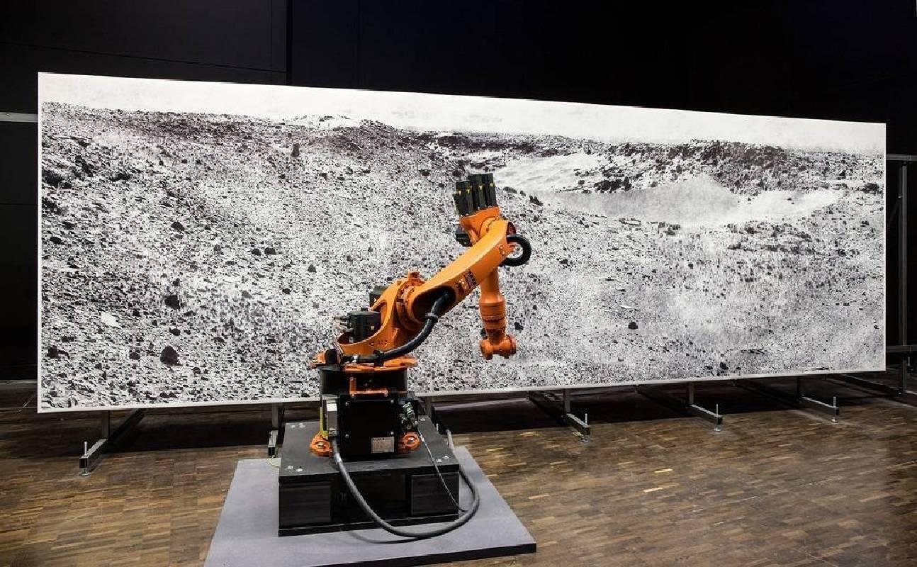 robotlab的庫卡機器人現場繪製巨型超寫實火星風景