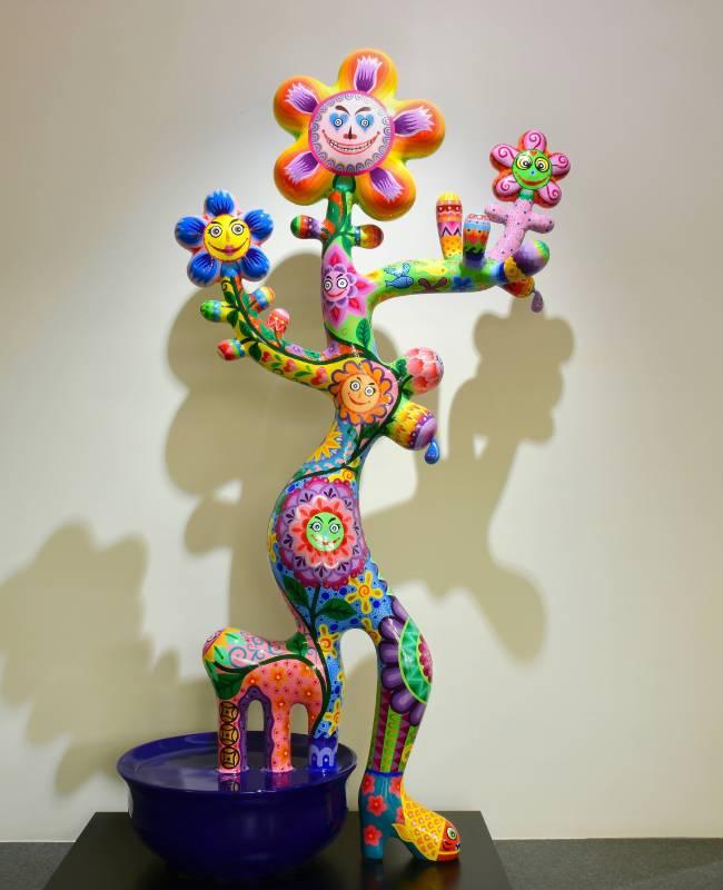 「母樹」融合創意想像、造型活潑討喜。母樹| 2016|鋼板彩繪|100x50x170cm