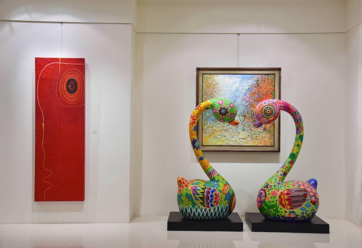 象徵幸福相守的「天鵝之戀」。天鵝之戀| 2016|鋼板彩繪|80x60x150cm、80x60x150cm