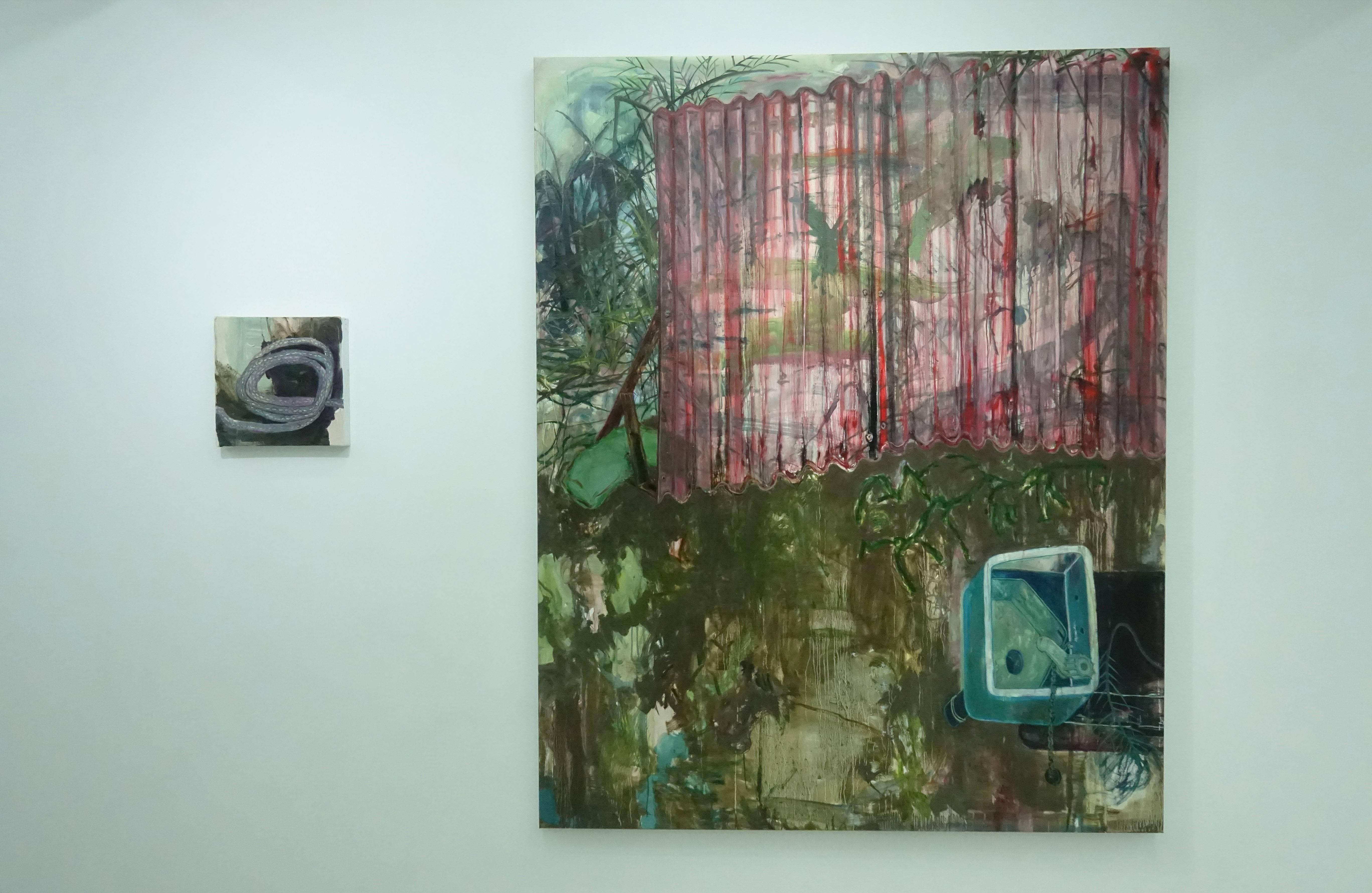 鄭婷婷,《失意水管》(左),油畫畫布,2018。鄭婷婷,《一些戶外家具 III》(右),油畫畫布,2018。