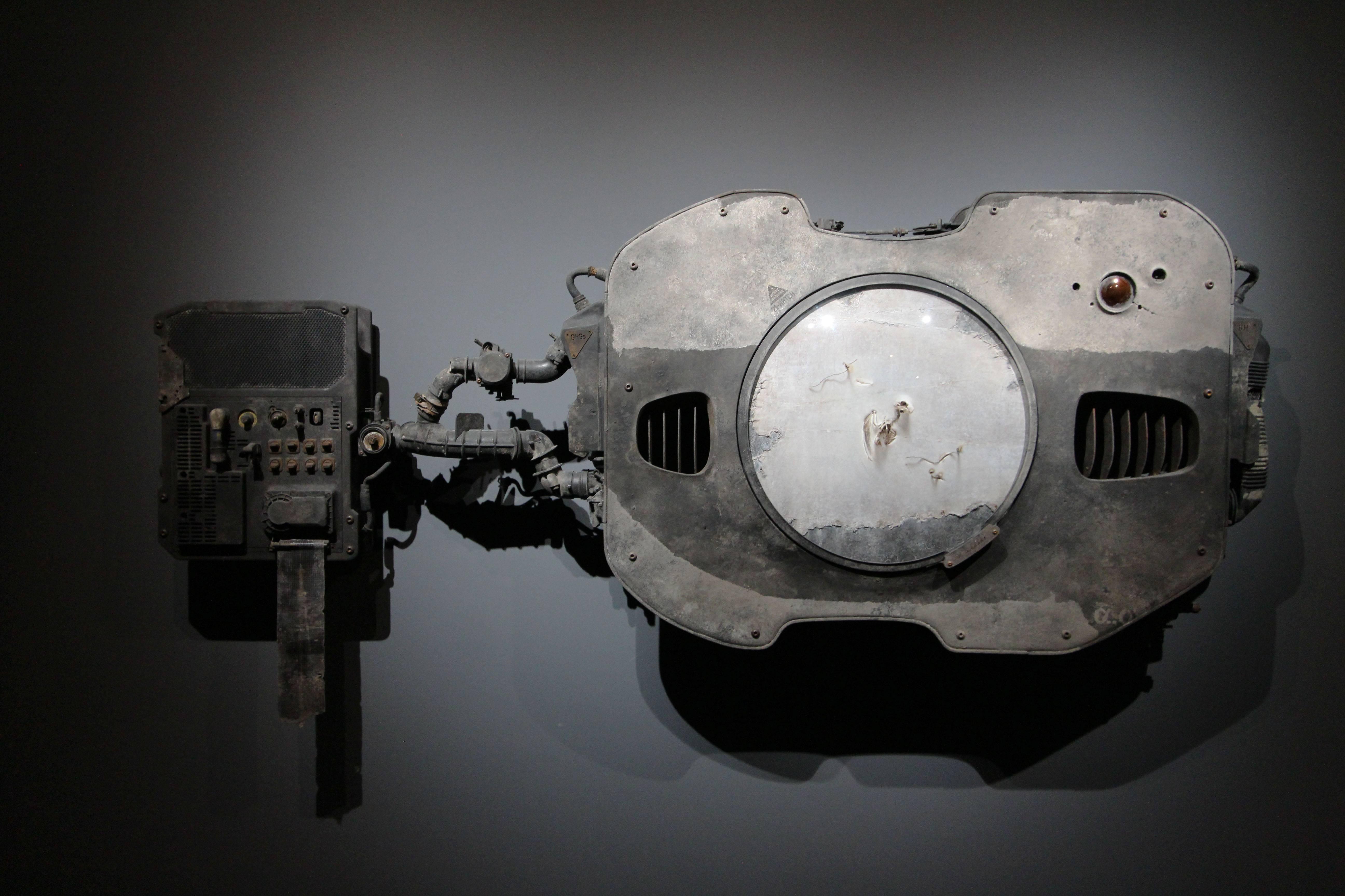 2018台北美術獎優選作品。于軒,《克萊因‧赫茲-不存在的實驗》,寫實繪畫結合擬真裝置,尺寸依場地而定,2018。