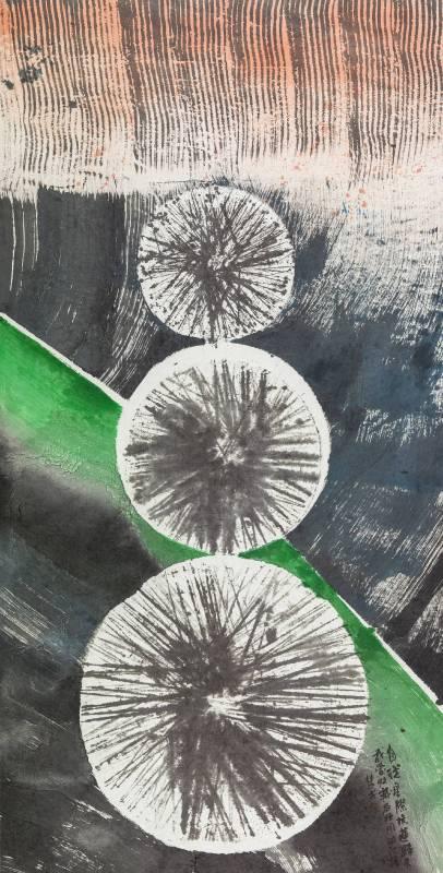 楚戈《圓的記憶》,水墨、壓克力、紙本,185×94cm。圖/尊彩藝術中心