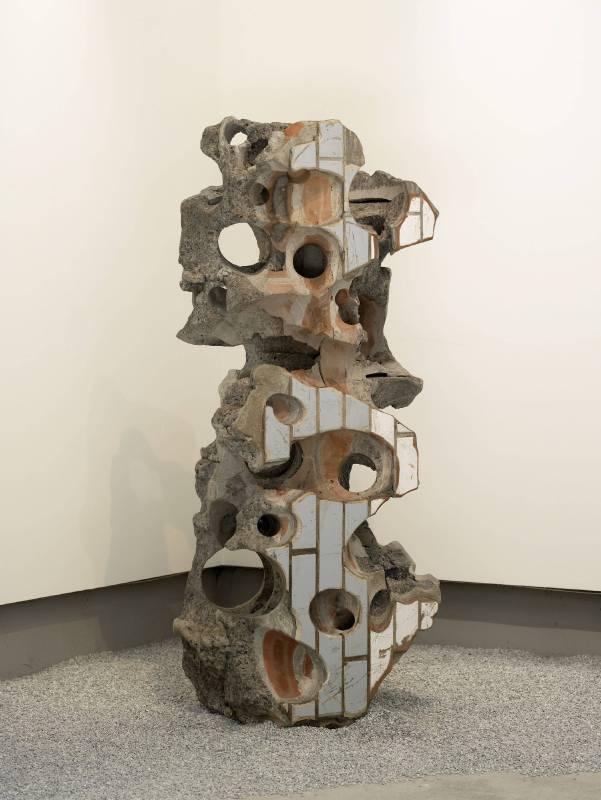 史金淞,《千創園擺件#15》,建築殘骸,140x52x42cm,2011-2012。