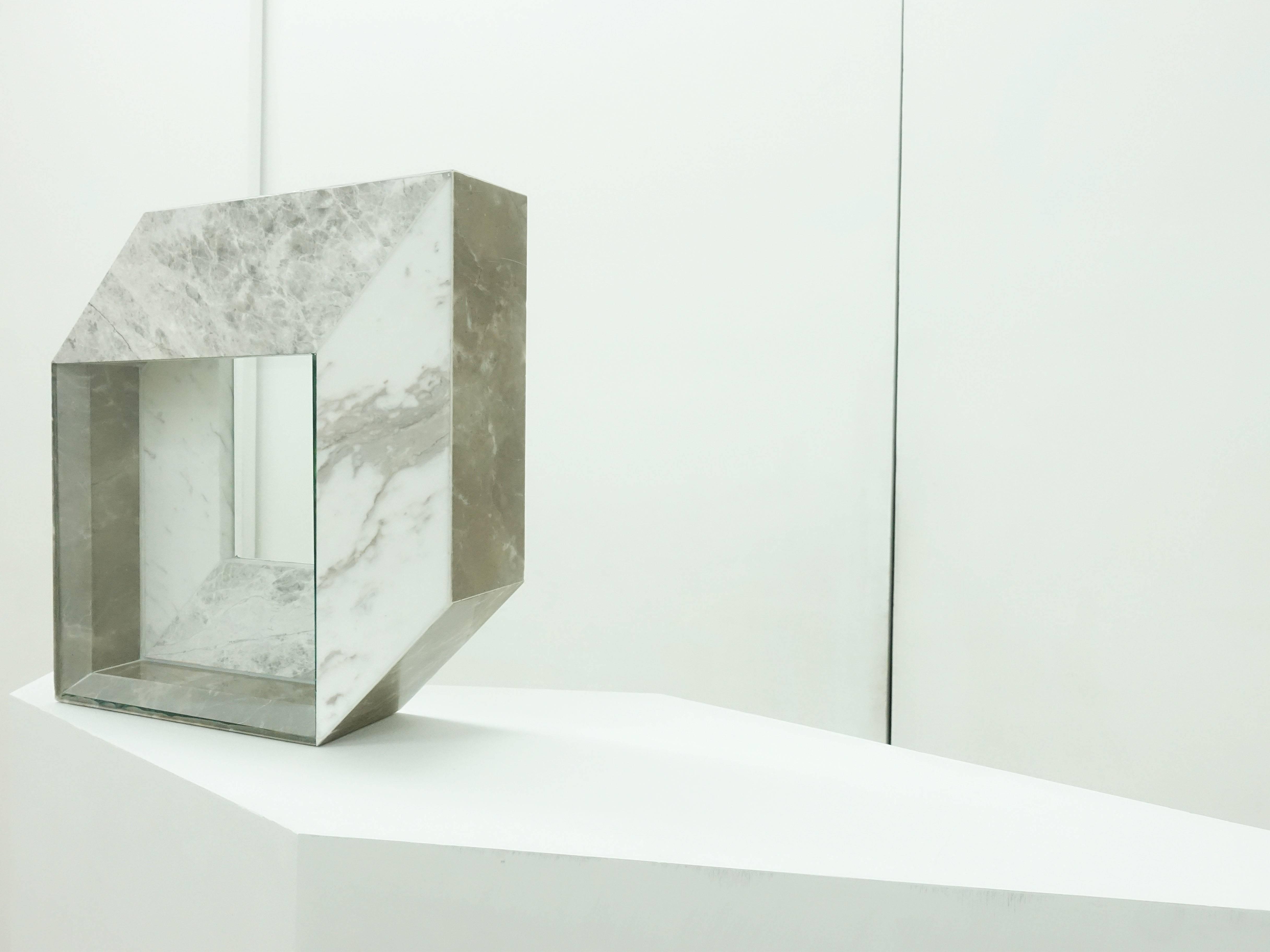 陳為榛,《美耐板03》,35x8x35cm,大理石、玻璃,2019。