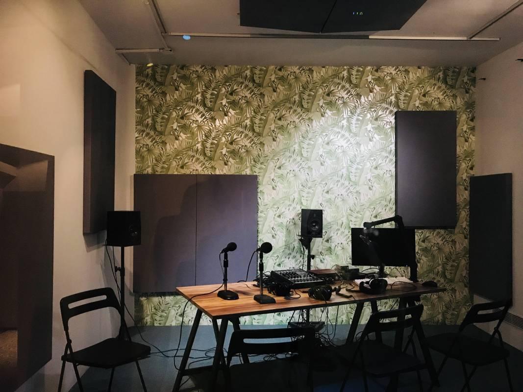 搭建於立方計劃空間的話鼓電台錄音室
