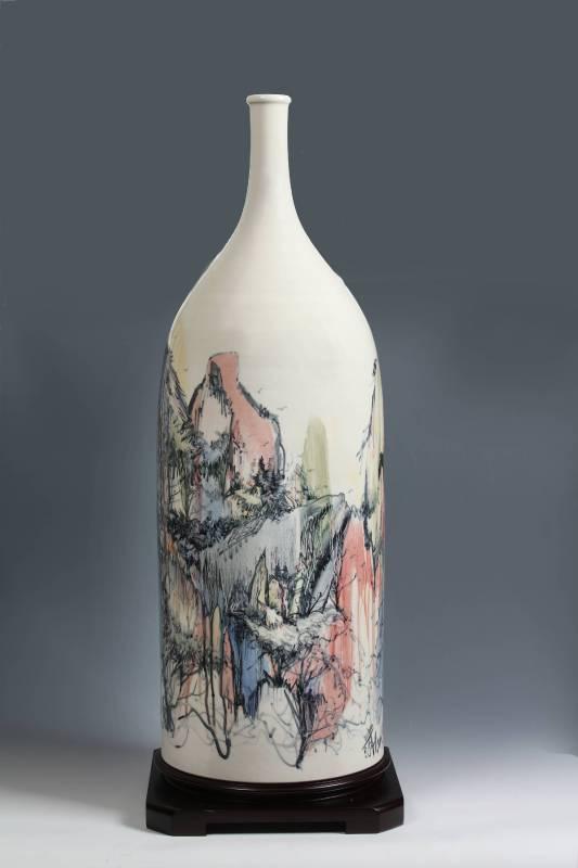 江漢清  《棲居如詩》  24×24×75公分  陶瓷       棲丘隱谷山林間,居望紫霞身青冥,如冰玉清似夢幻,詩情畫意寫心靈。