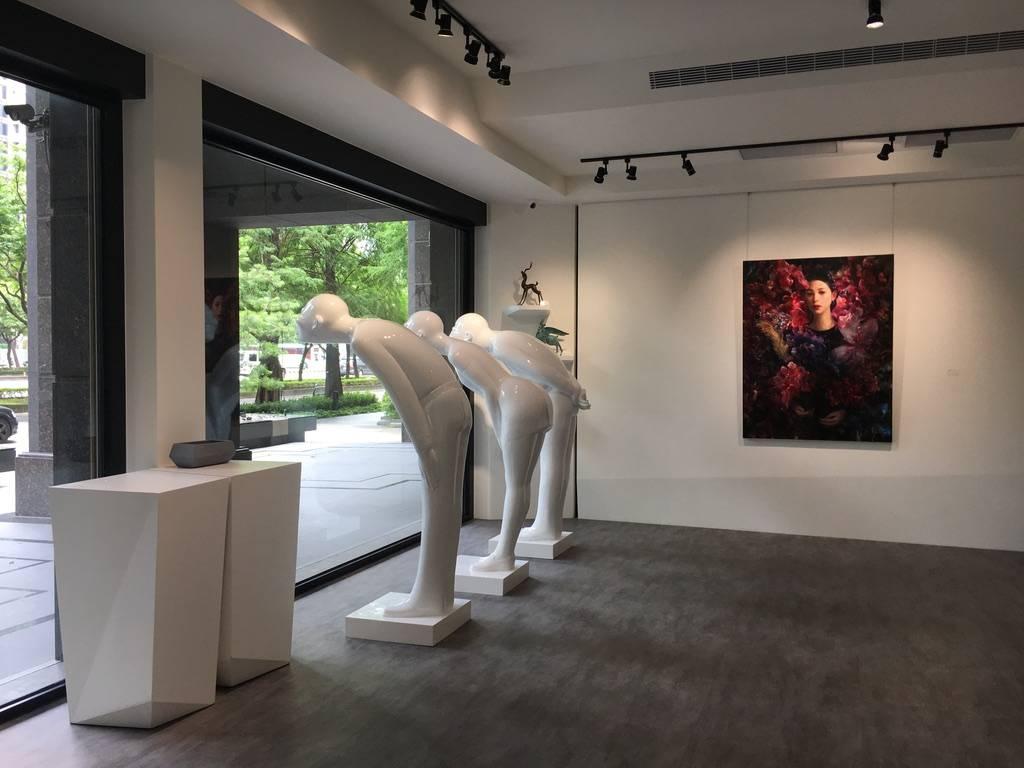 梁月,《網紅-之五》,146 x 112 cm,油彩,2019。