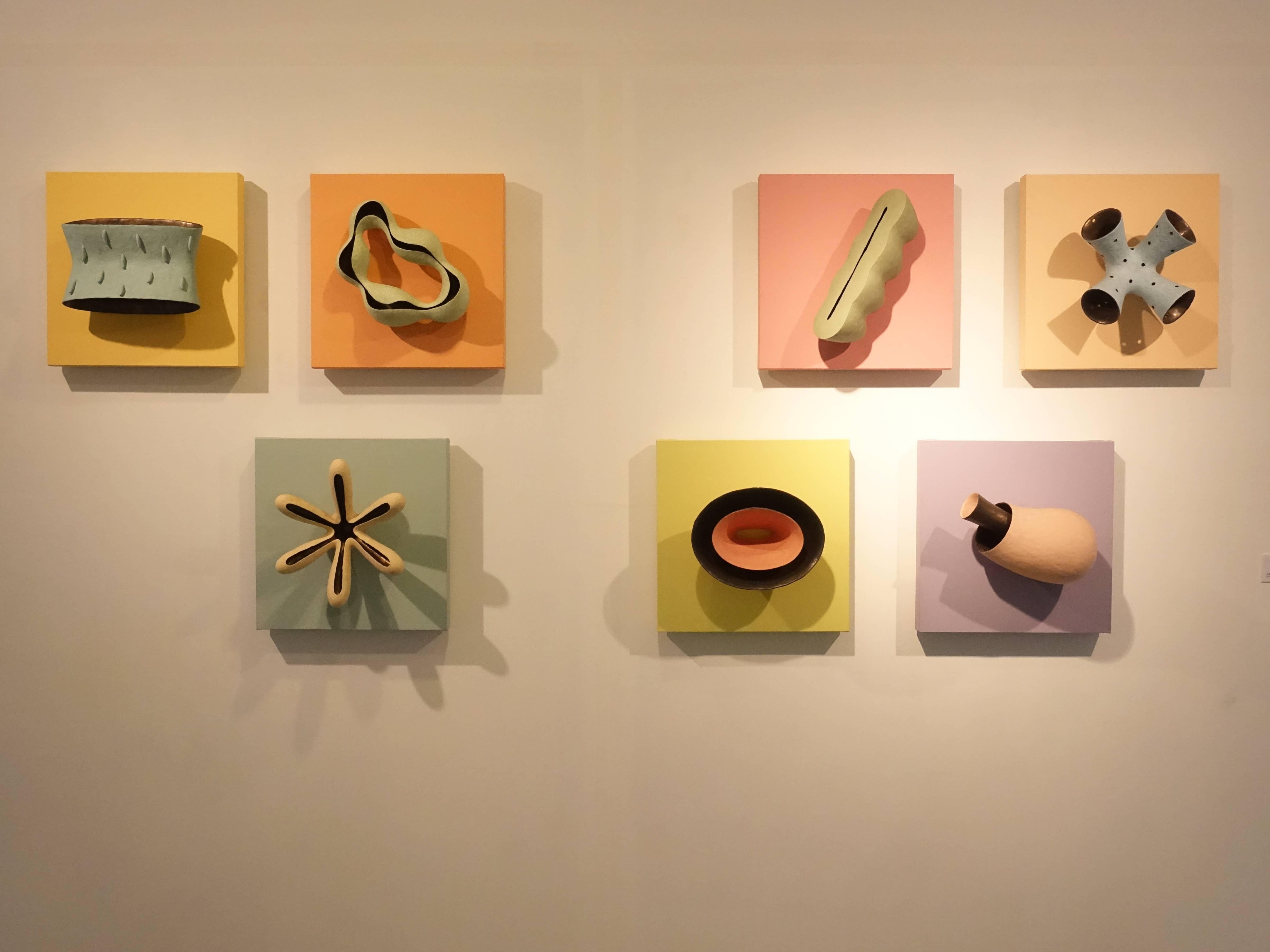 朱芳毅,《偽藏》,40 x 20 x 40 cm x 7,土、泥漿釉、漆、畫布板,2012。