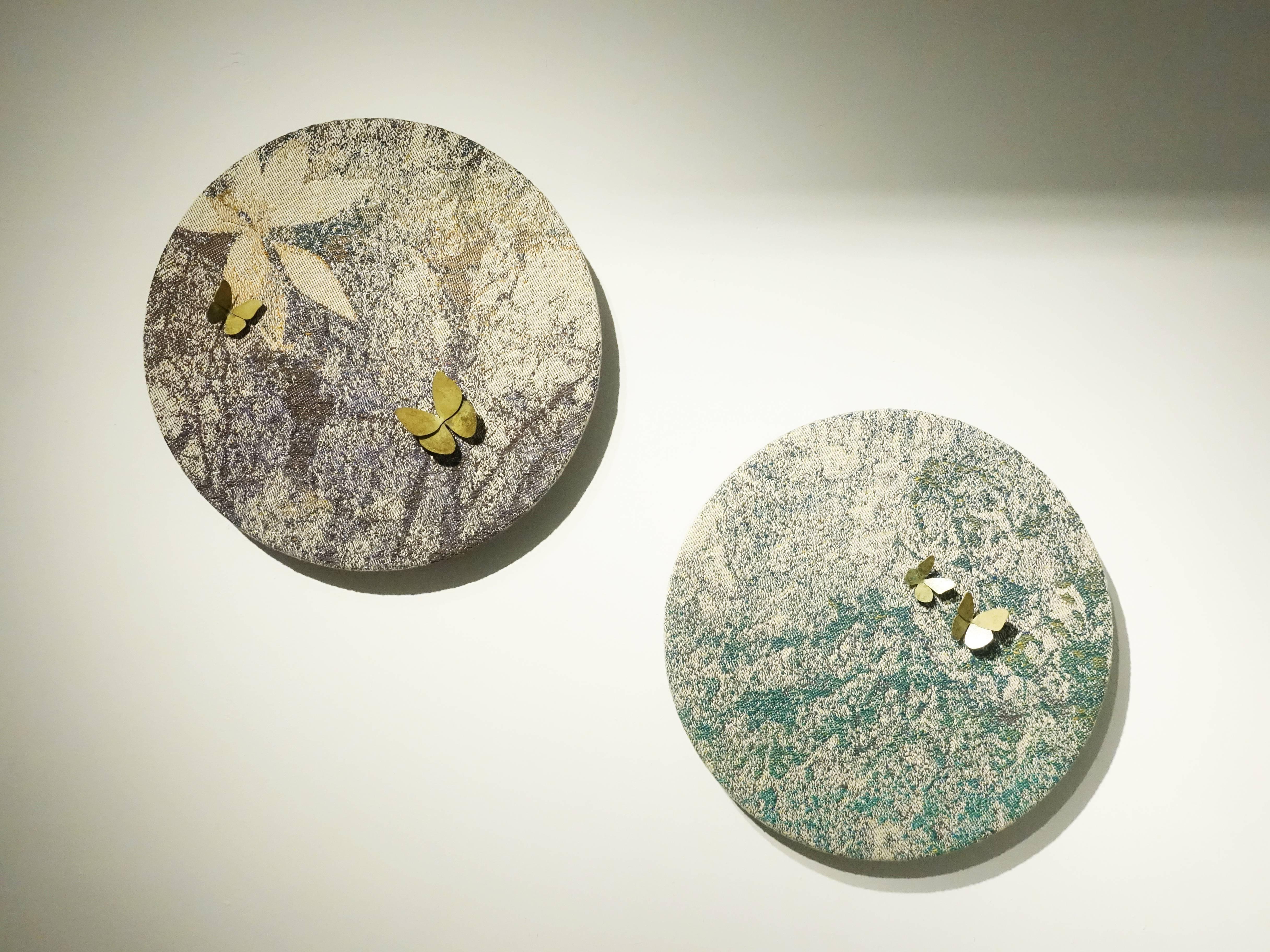 李偵綾,《迷藏》《雙雙》,40 x 40 x 7 cm,棉、人造纖維、金蔥、彈性線、木板、黃銅,2018。