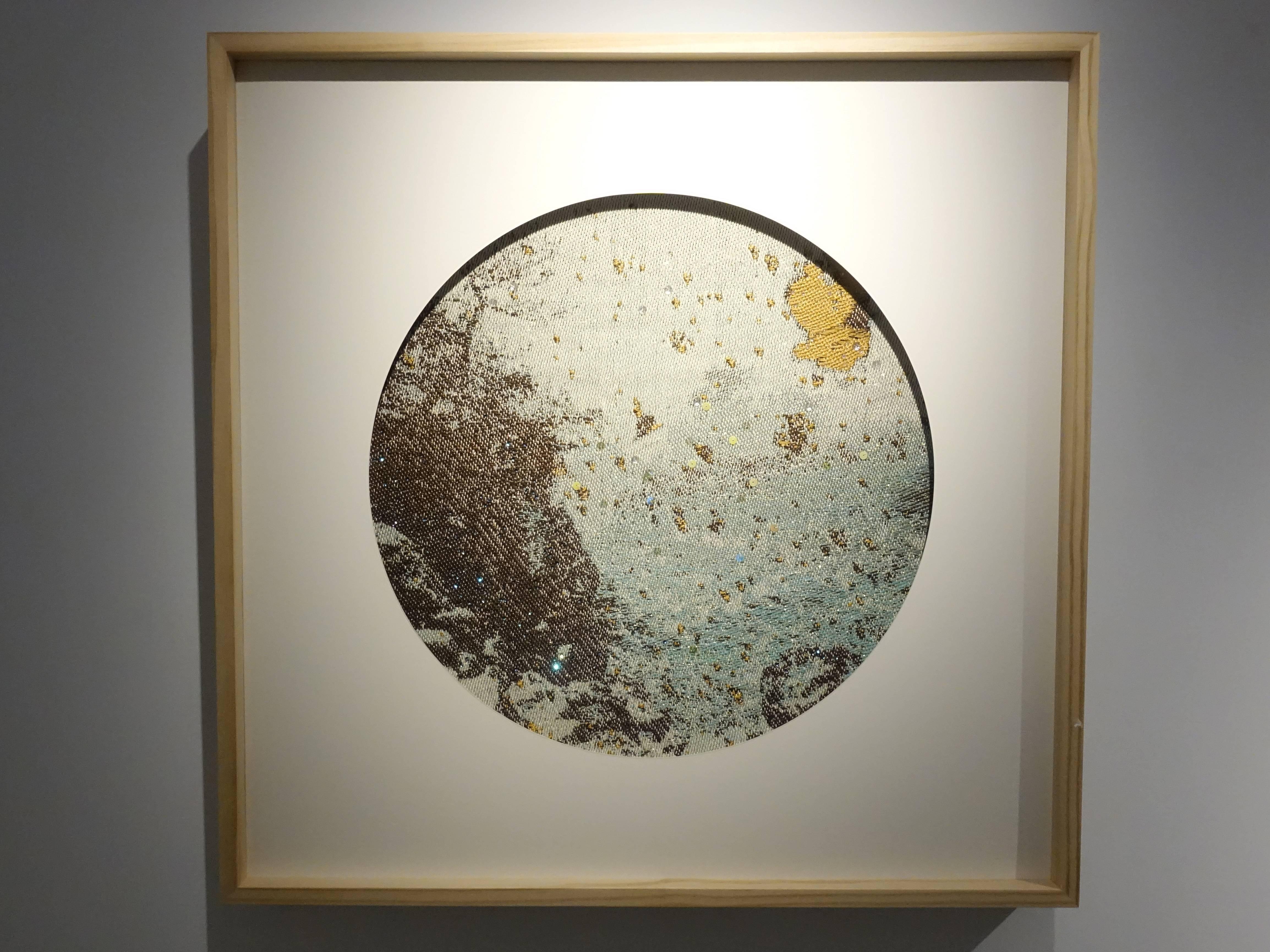 李偵綾,《解舞》,70 x 70 cm,棉、人造纖維、亮片,2017。