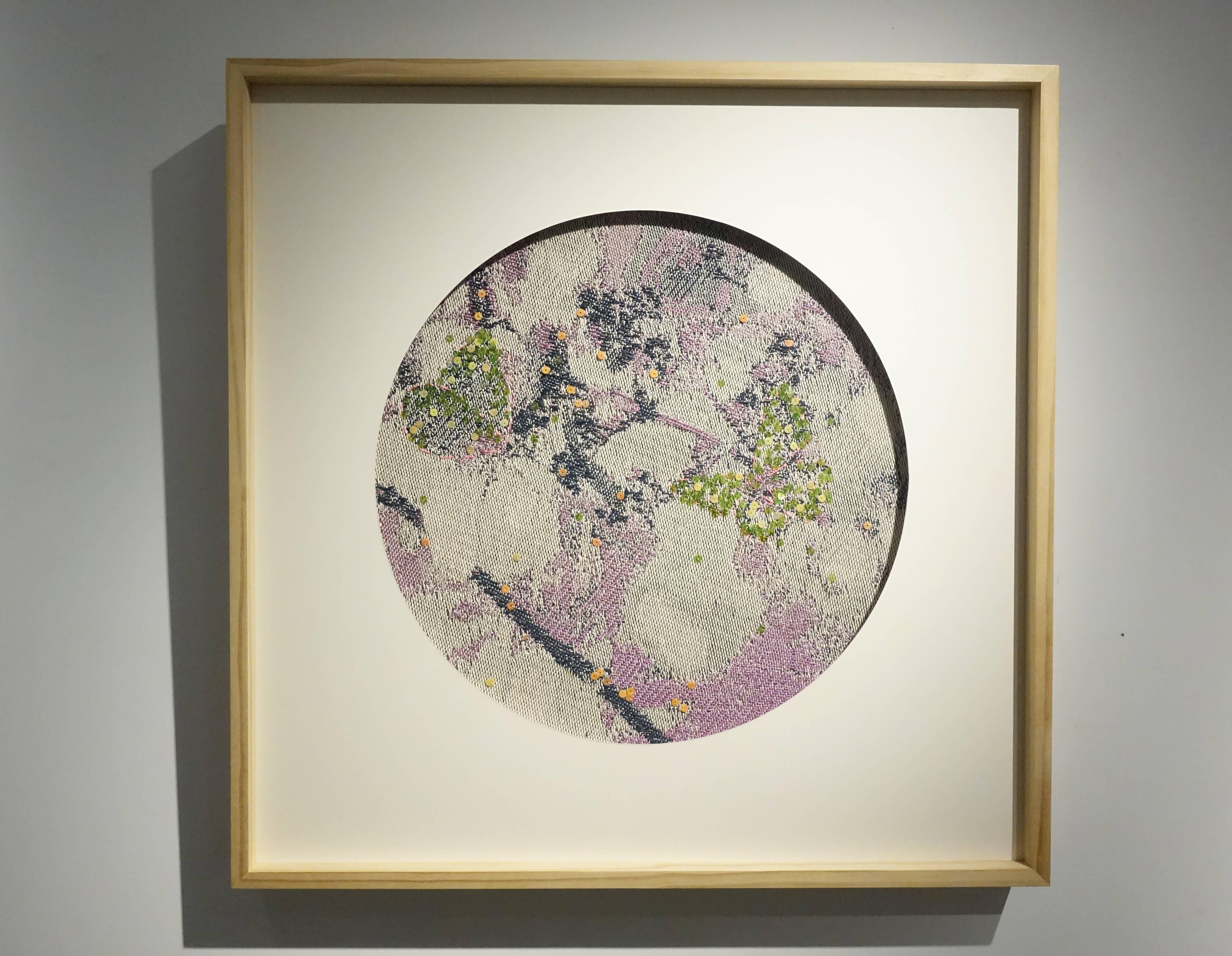 李偵綾,《尋花》,70 x 70 cm,棉、人造纖維、亮片,2017。