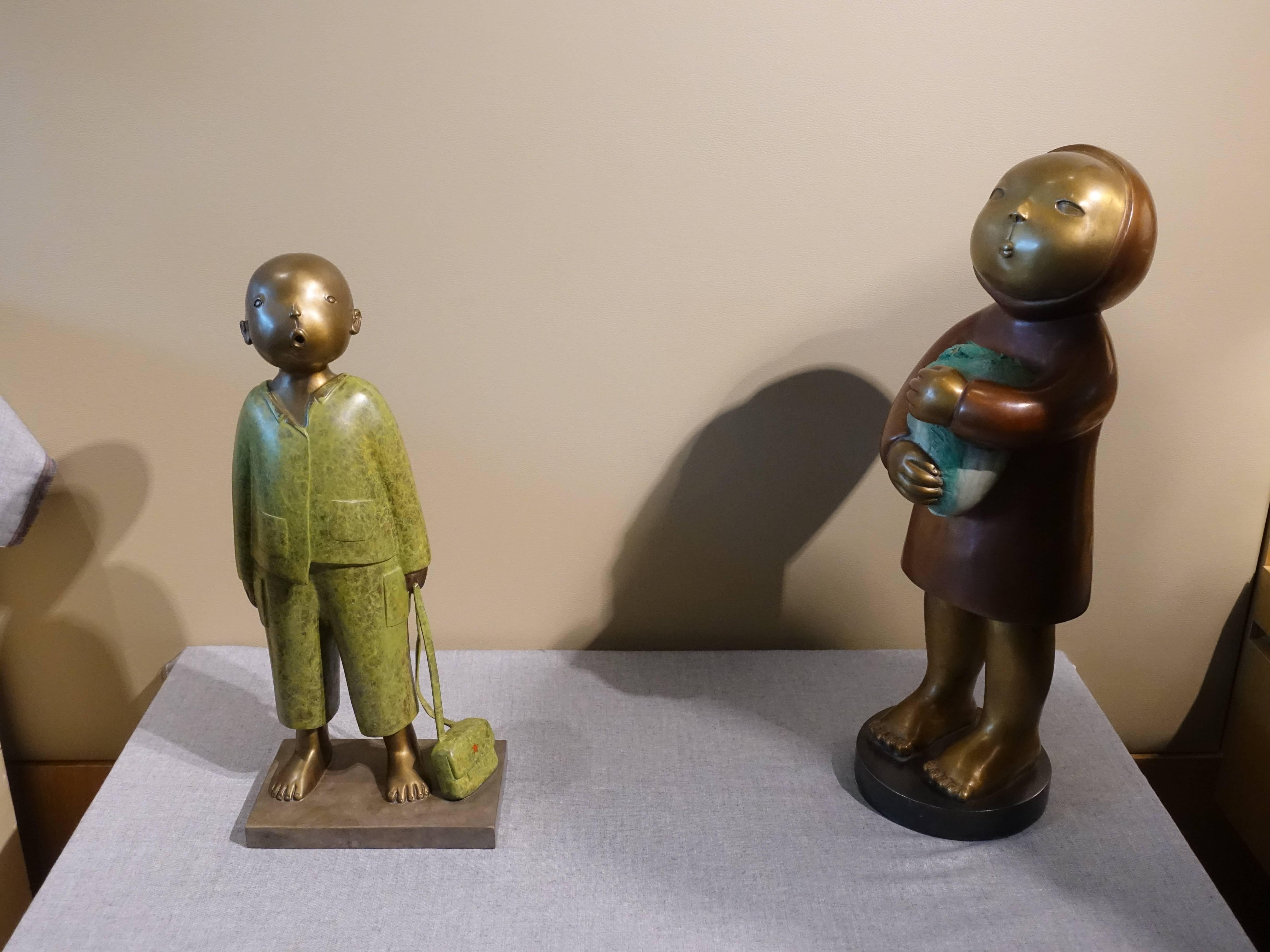 時代畫廊藝術家 - 張慧,《誰也不能阻擋我唱歌》,12 x 19 x 45 cm,1/18,青銅,2017(左); 《年》,52 x 29 x 15 cm,3/30,青銅,2018(右)。