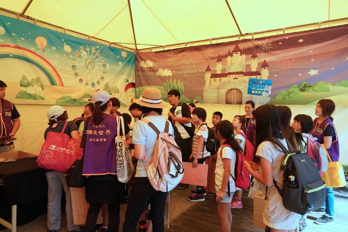 「2019赤子童心藝術夏令營暨兒童繪畫比賽」於七月二十日正式開始。今年夏令營活動改採網路報名,網路一開放即獲得家長熱烈的迴響,在報名開放第一週即報名額滿!