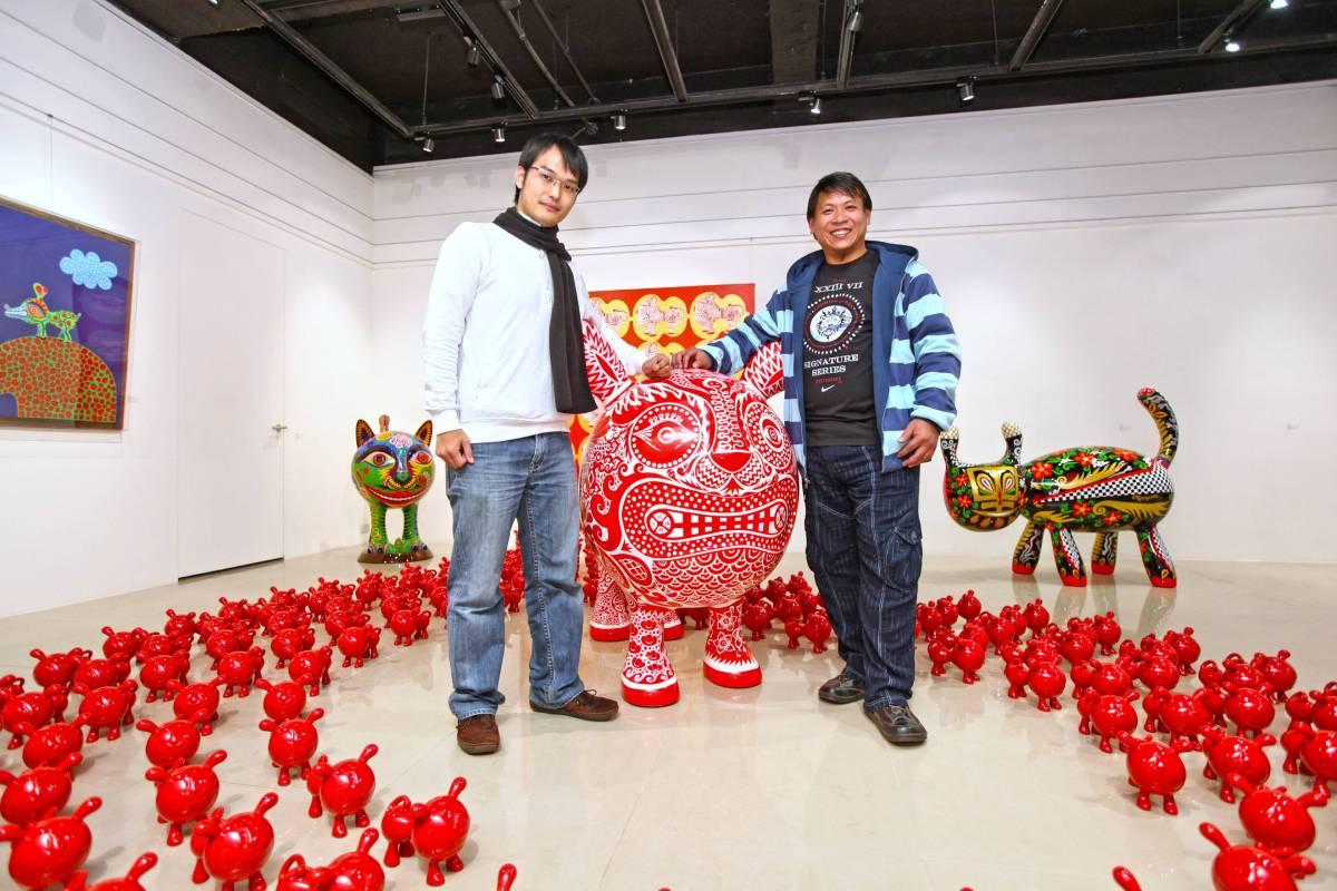 洪易老師與印象畫廊藝術總監歐士豪於現場合影。
