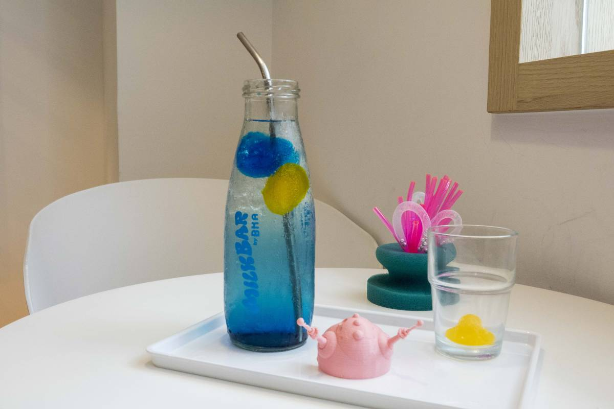展覽限定的外星飲料「阿波羅BLUE號」
