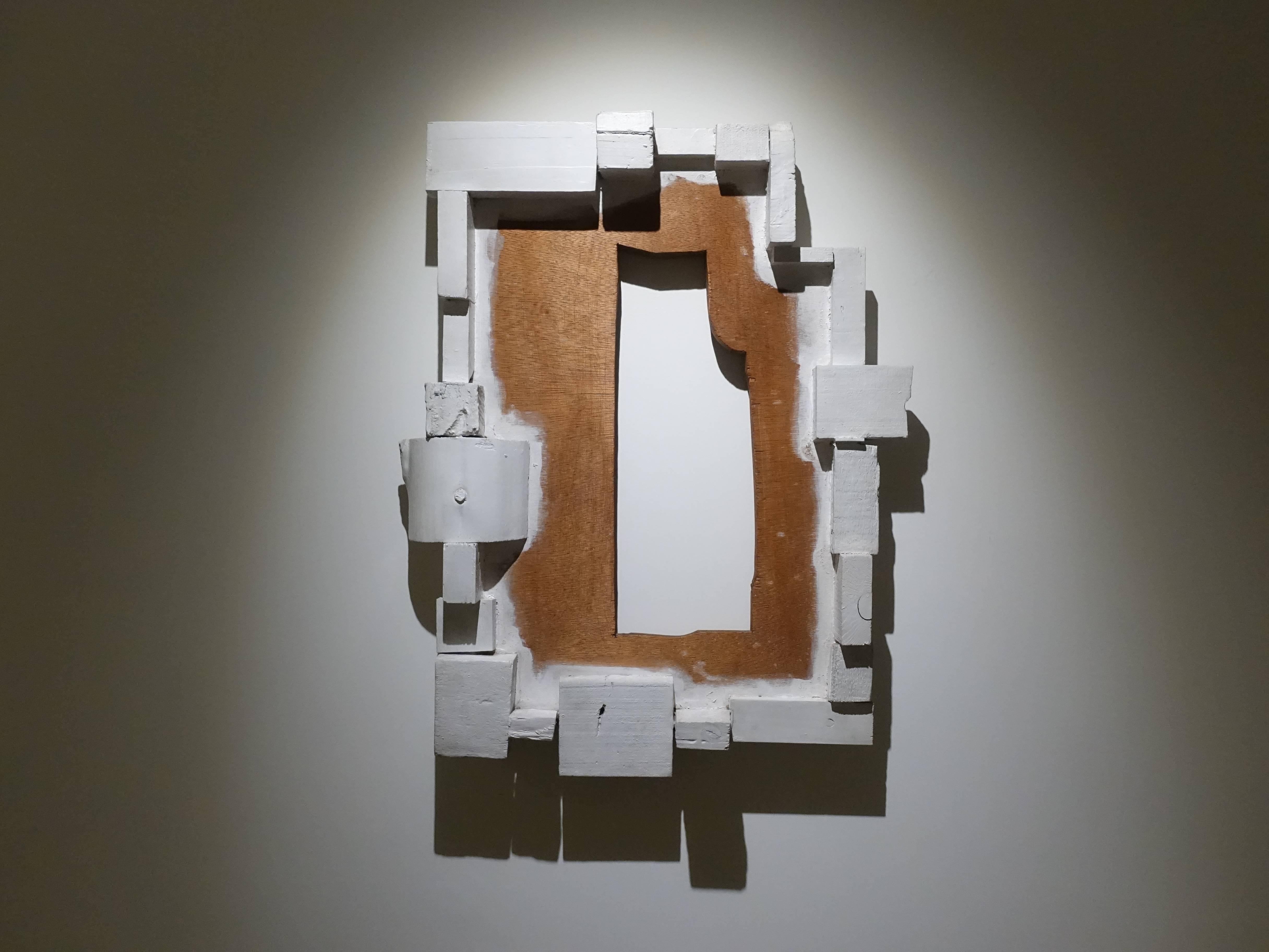 菅木志雄,《界之緣EDGE OF FIELD》,h68 x 54 x d9.5 cm,塗料、木,1987。