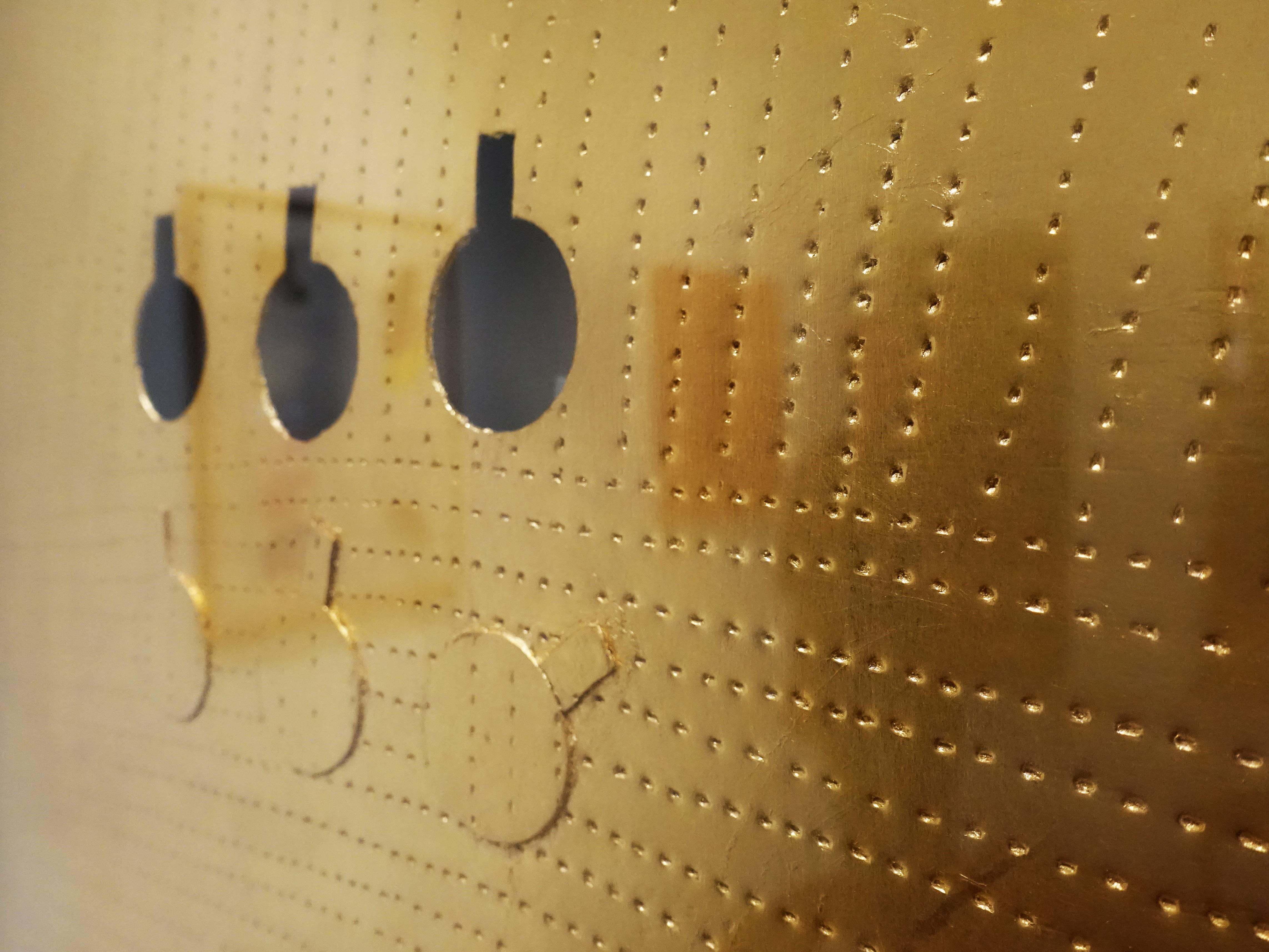 関根伸夫,《Phase conception No.G10-266》細節,45 x 53 cm,金箔Mixed media and gold leaf on paper、paper,2009。