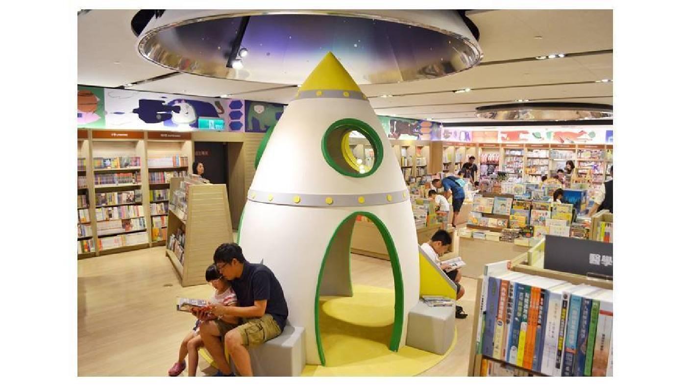 誠品生活台中園道店於兒童館新設3公尺高的火箭造型空間,鼓勵親子共讀