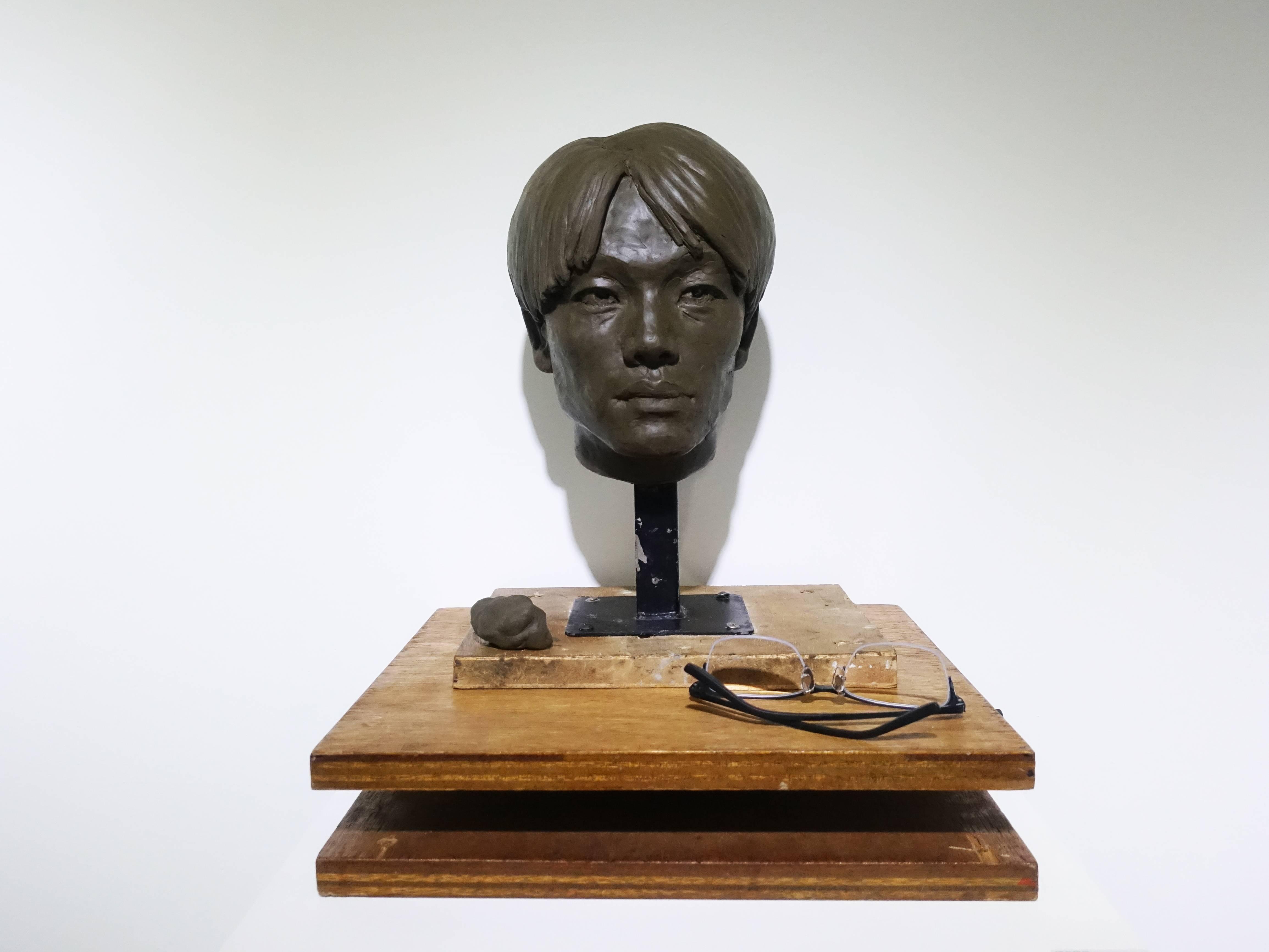 高重黎,《觸/鏡頭部造向術~000》,30x30x45 cm,複合媒材,2019。