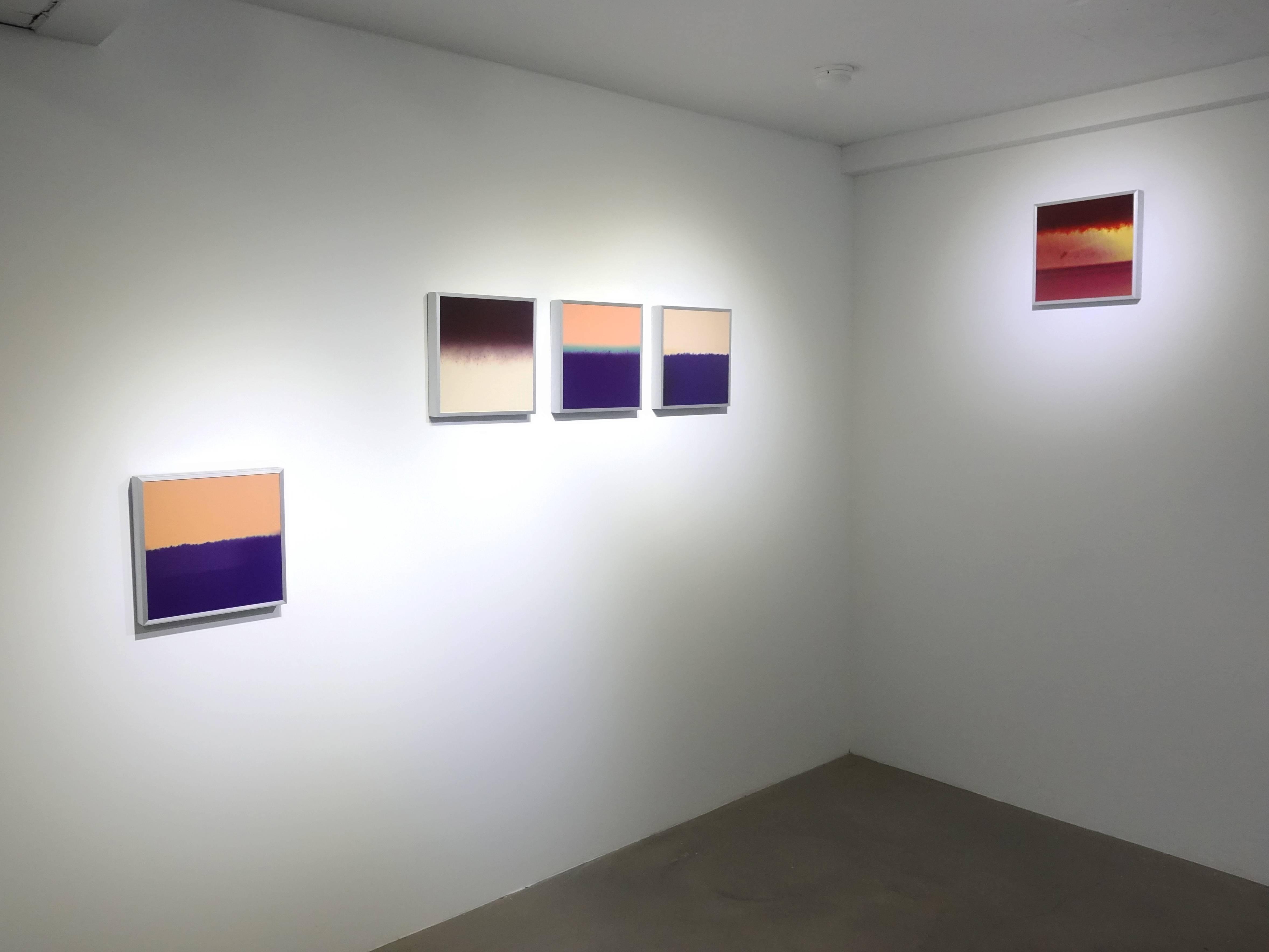 日動畫廊展出藝術家李國民系列作《一癡三十年》。
