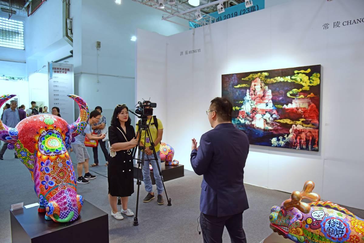 印象畫廊執行長歐展榮受訪直擊