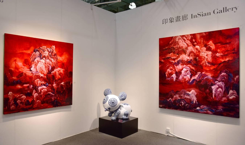 洪易青花造型的熊貓「圓仔」與常陵兩幅「肉山水系列」