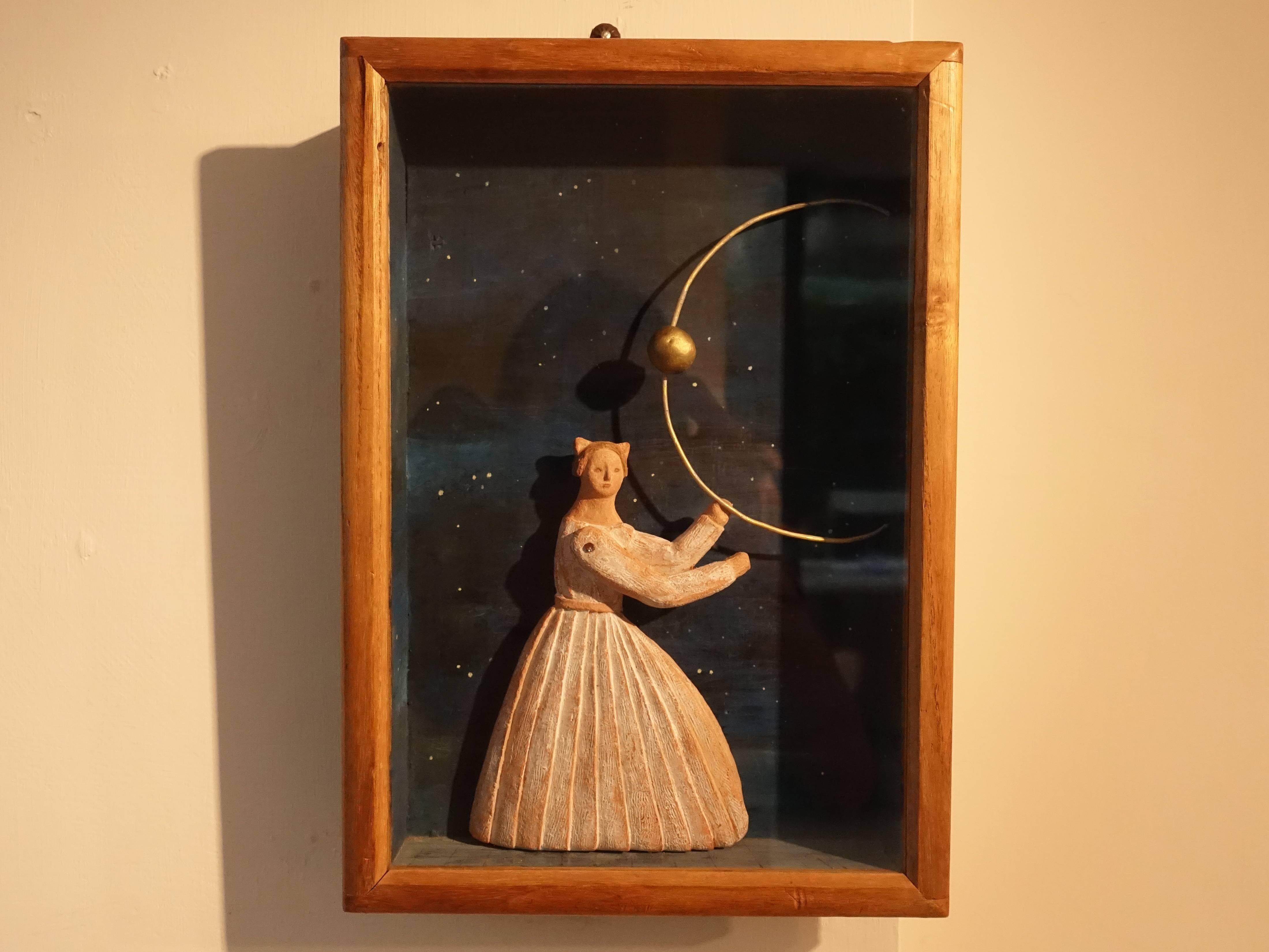 林怡芬,《原生的秘境(三)》,33 x 23 x 4.5 cm,Terra cotta、礦物質顏料、木材、玻璃、金屬,2019。