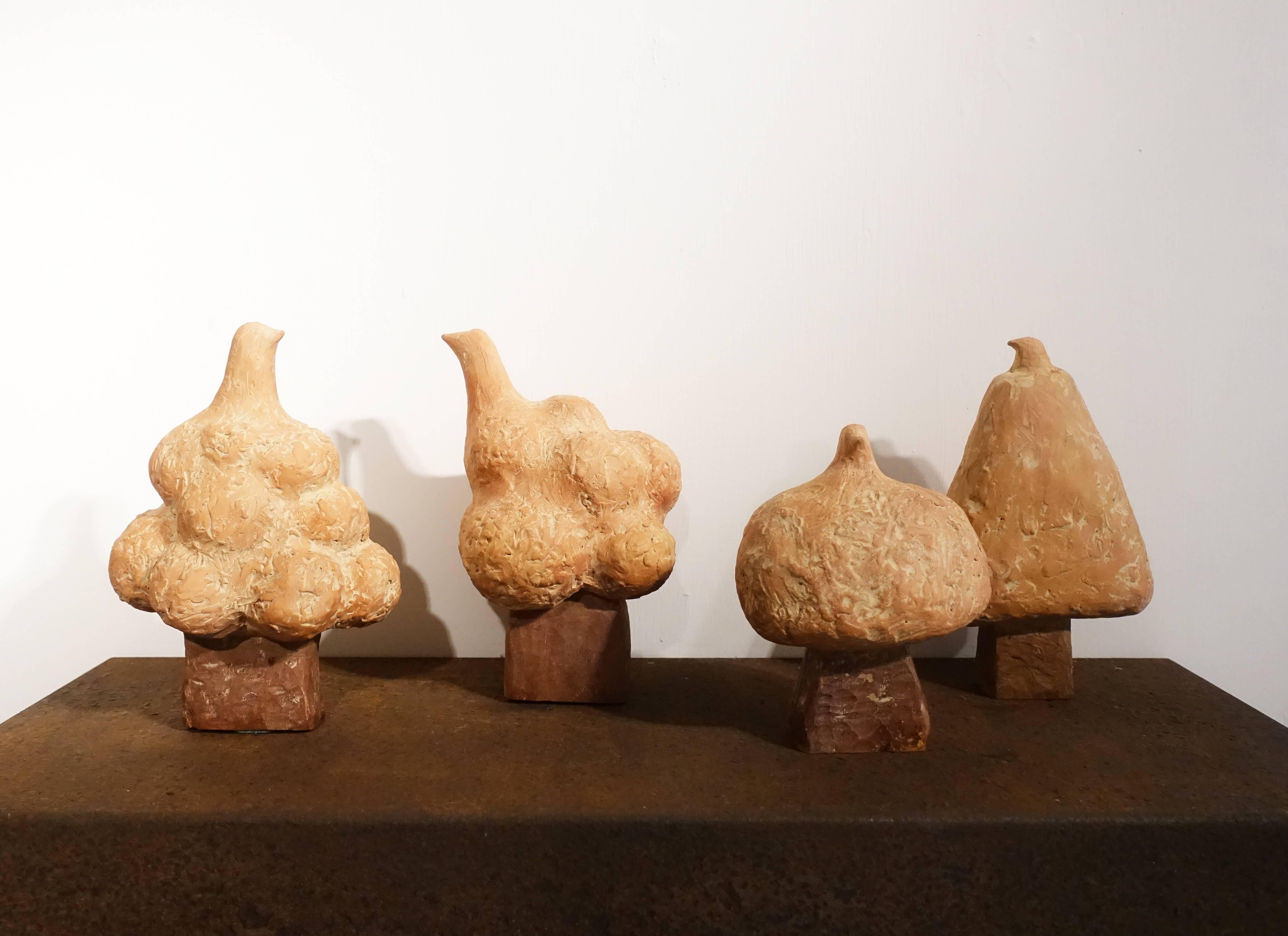 藝術家林怡芬展出《一樹一世界系列》雕塑。