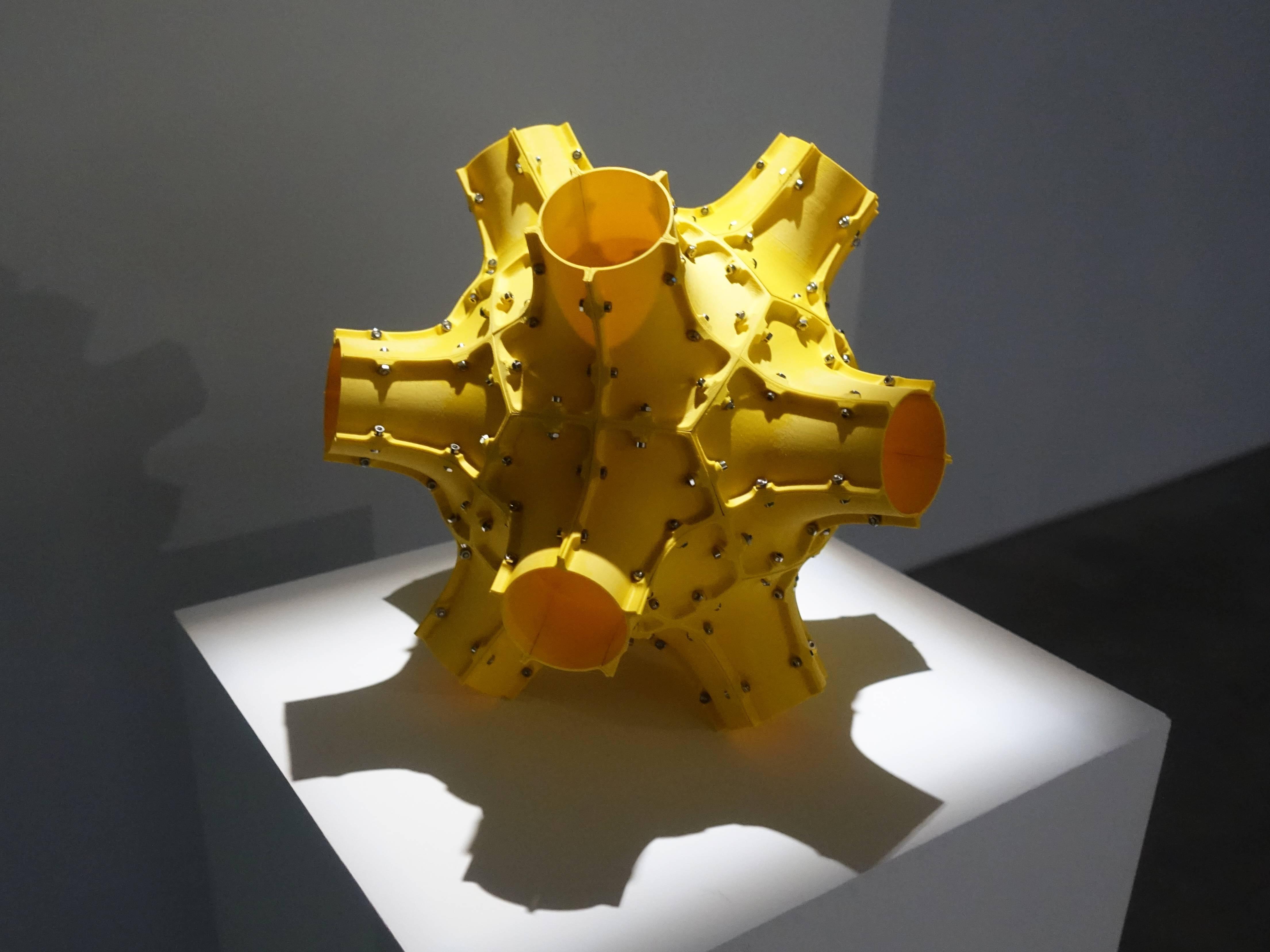 Florian Claar,《No.1》,23 x 29 x 29 cm,PLA、stainless steel bolts、不鏽鋼螺栓,2019。