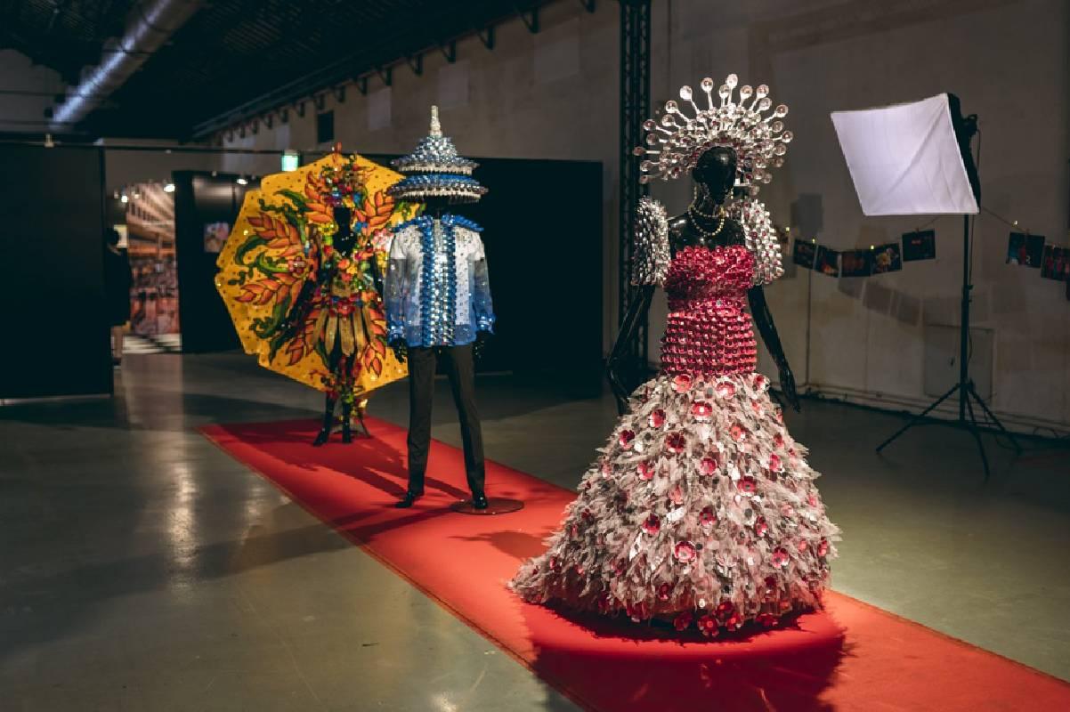 移工藝術家 Mark Lester Reyes 為展覽製作三套菲律賓禮服
