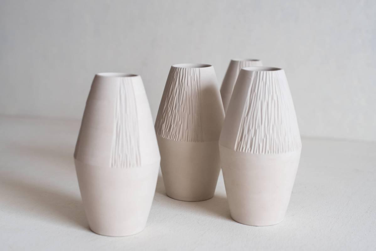 〈霧的原貌系列 - 菱形花器 大〉19x8cm,瓷土,2018
