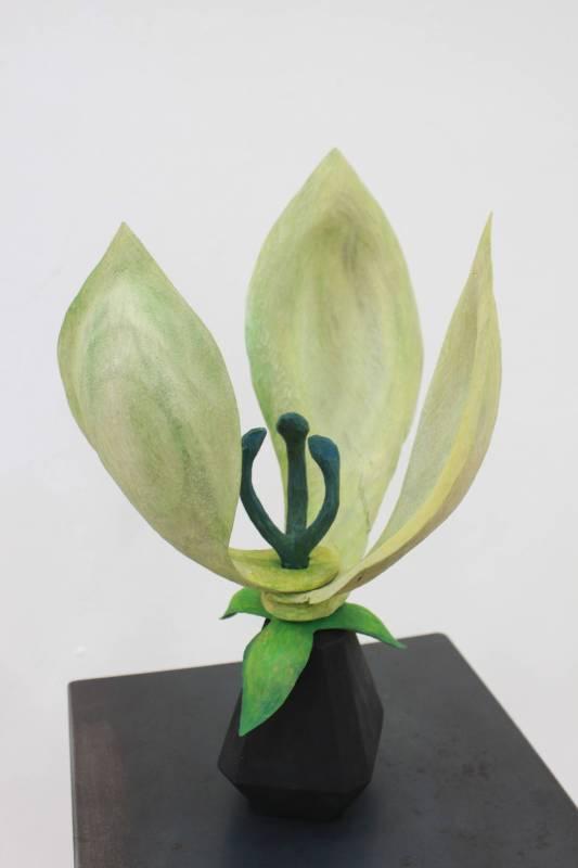 芝田典子《微風》樟木。圖/國立台灣藝術大學雕塑學系提供