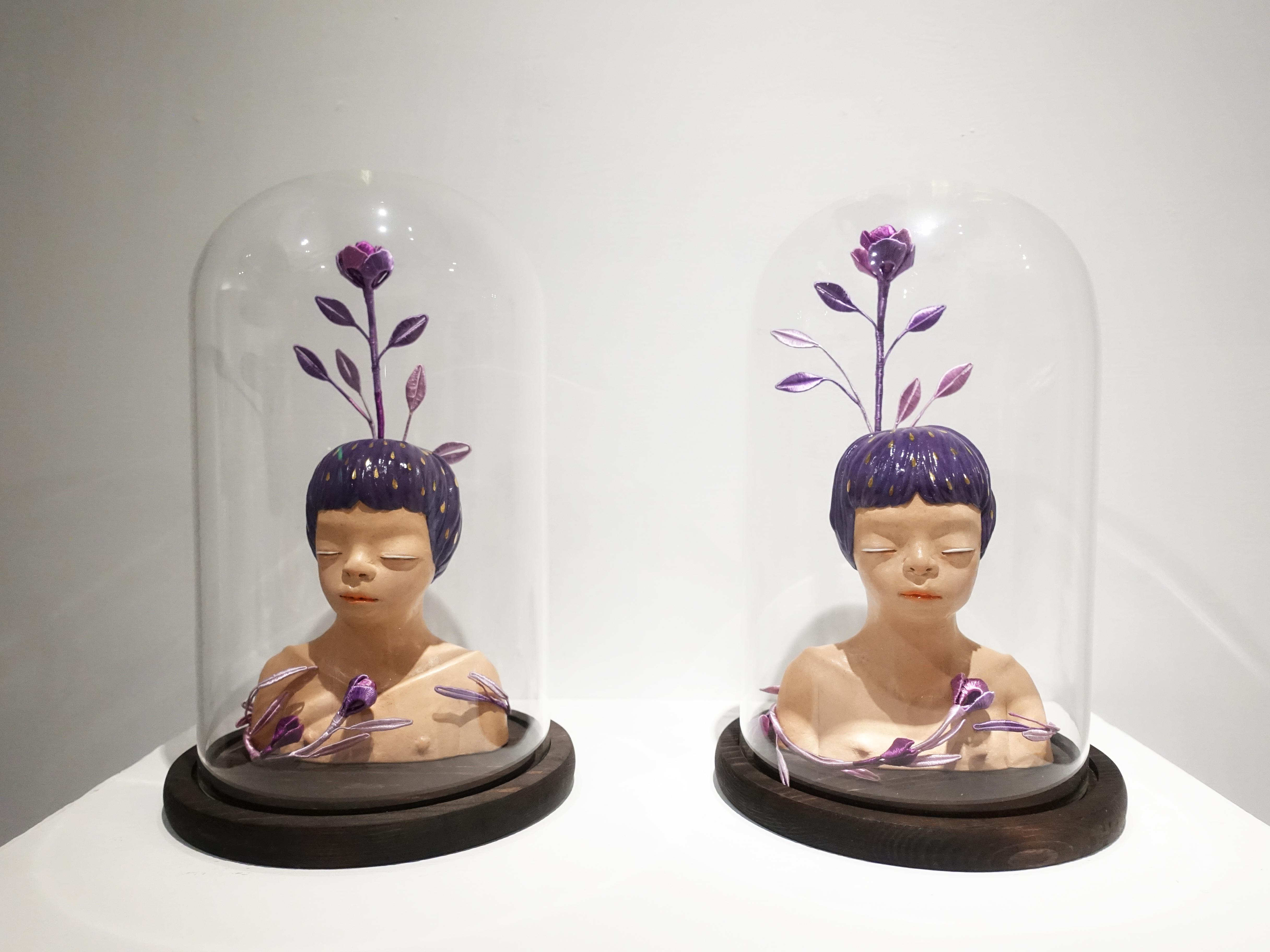 楊宗嘉,《紫玫瑰少年I、II》,18 x 18 x 30cm,陶瓷、釉下彩、釉上彩、纖維、釉藥,2019。