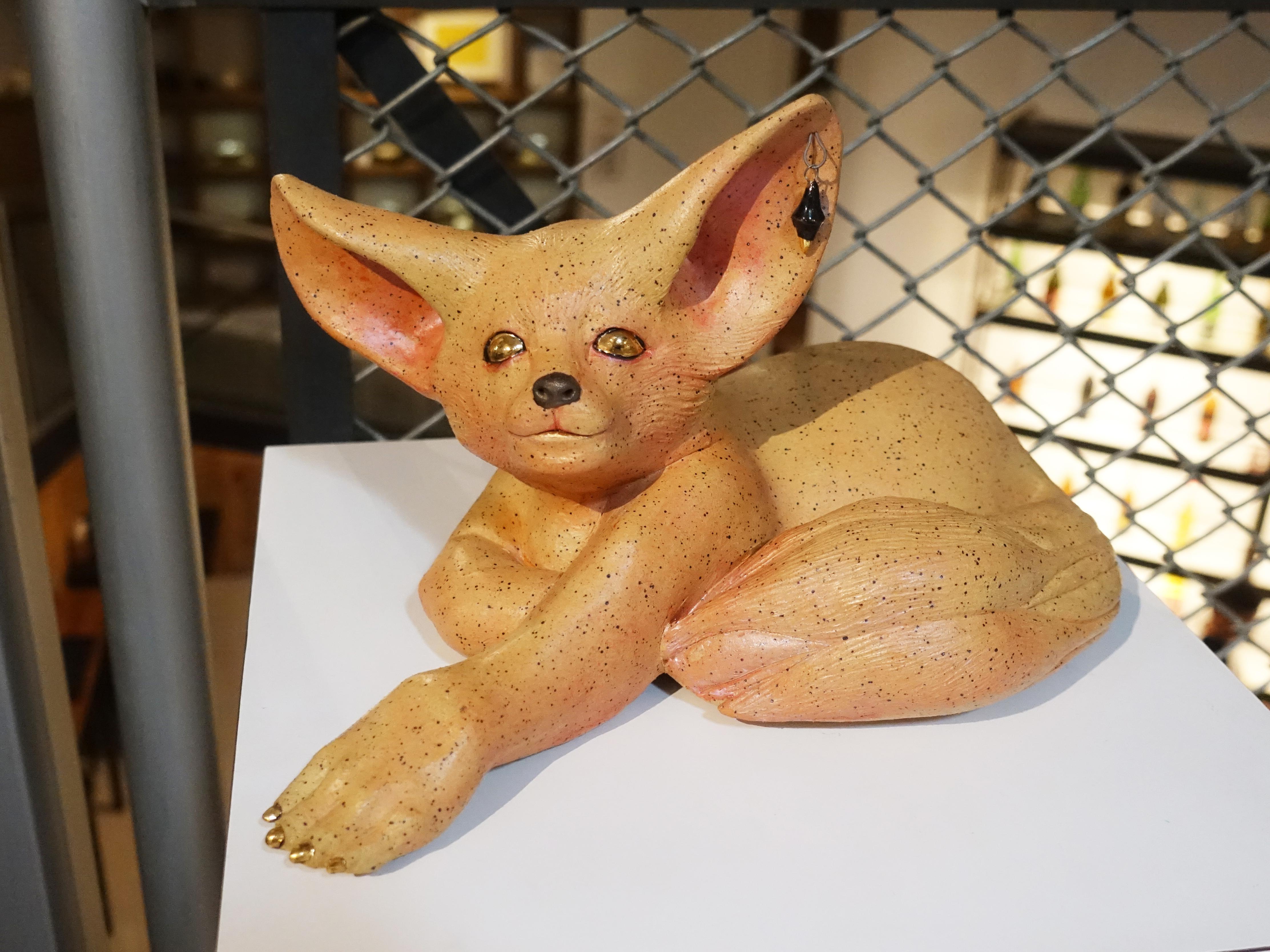 楊宗嘉,《耳廓狐》,32 x 18 x 18cm,陶瓷、釉下彩、釉上彩、釉藥,2018。