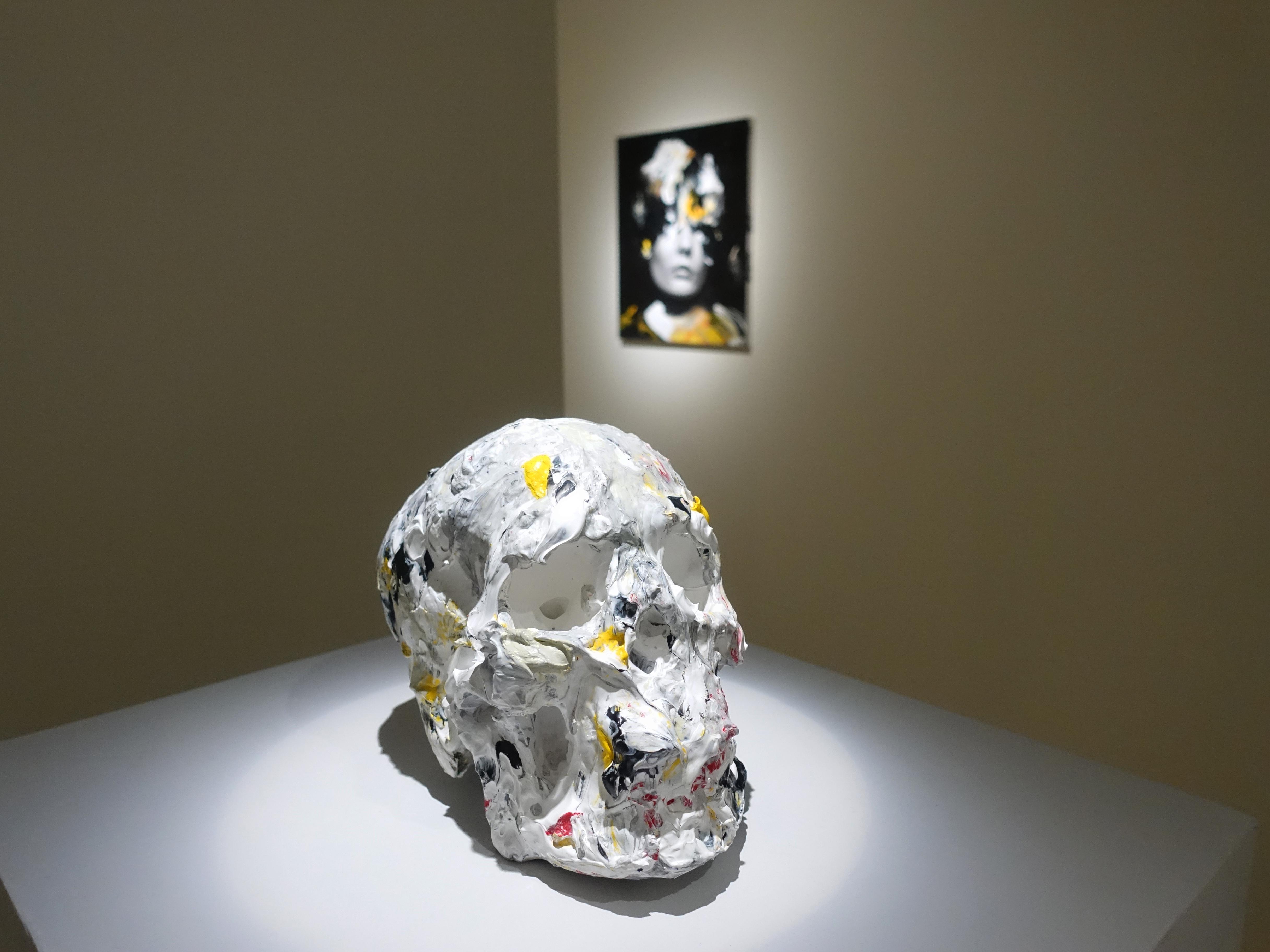 佐藤誠高,《Brilliant Skull 》,23 x 12 x 16 cm,壓克力、石膏,2019。