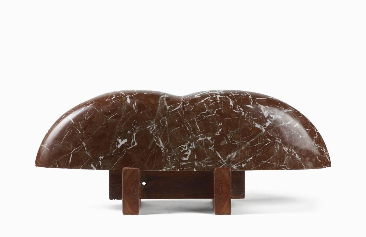 Materna No.2 (孕),102x23x41cm,西班牙紅色大理石、木材,2007