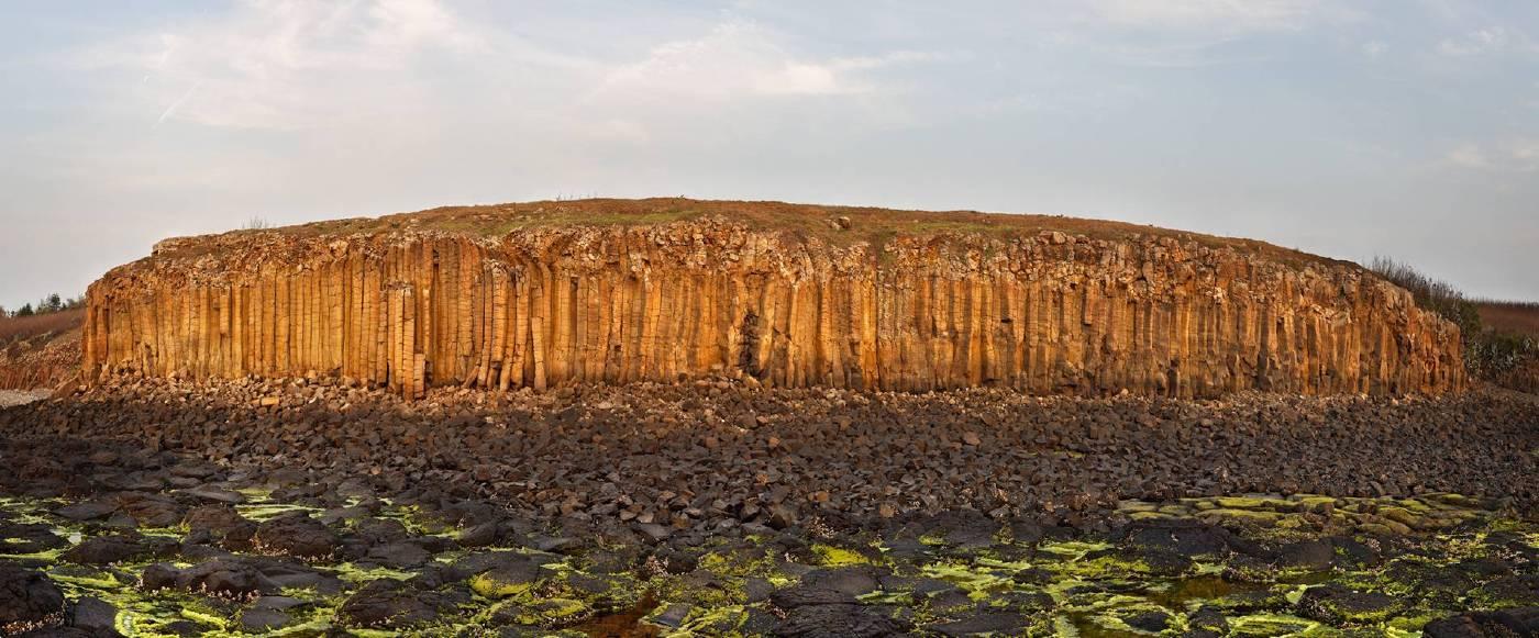Basalt mount (玄武岩),104x250cm,德國哈內姆勒攝影純棉硫化鋇藝術紙,2018