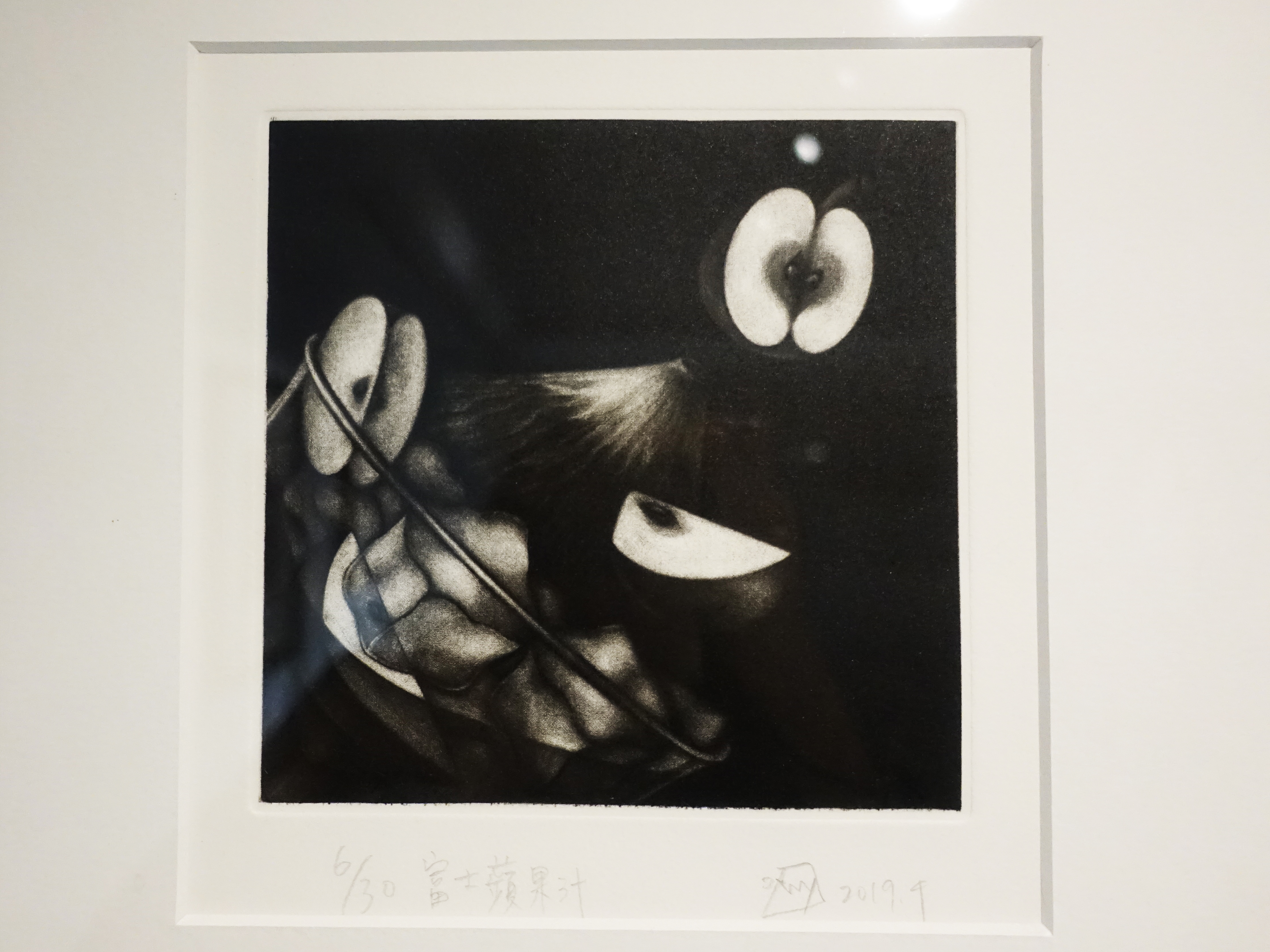 孟家安,《富士蘋果汁》細節,15 x 15 cm,美柔丁6/30,2019。
