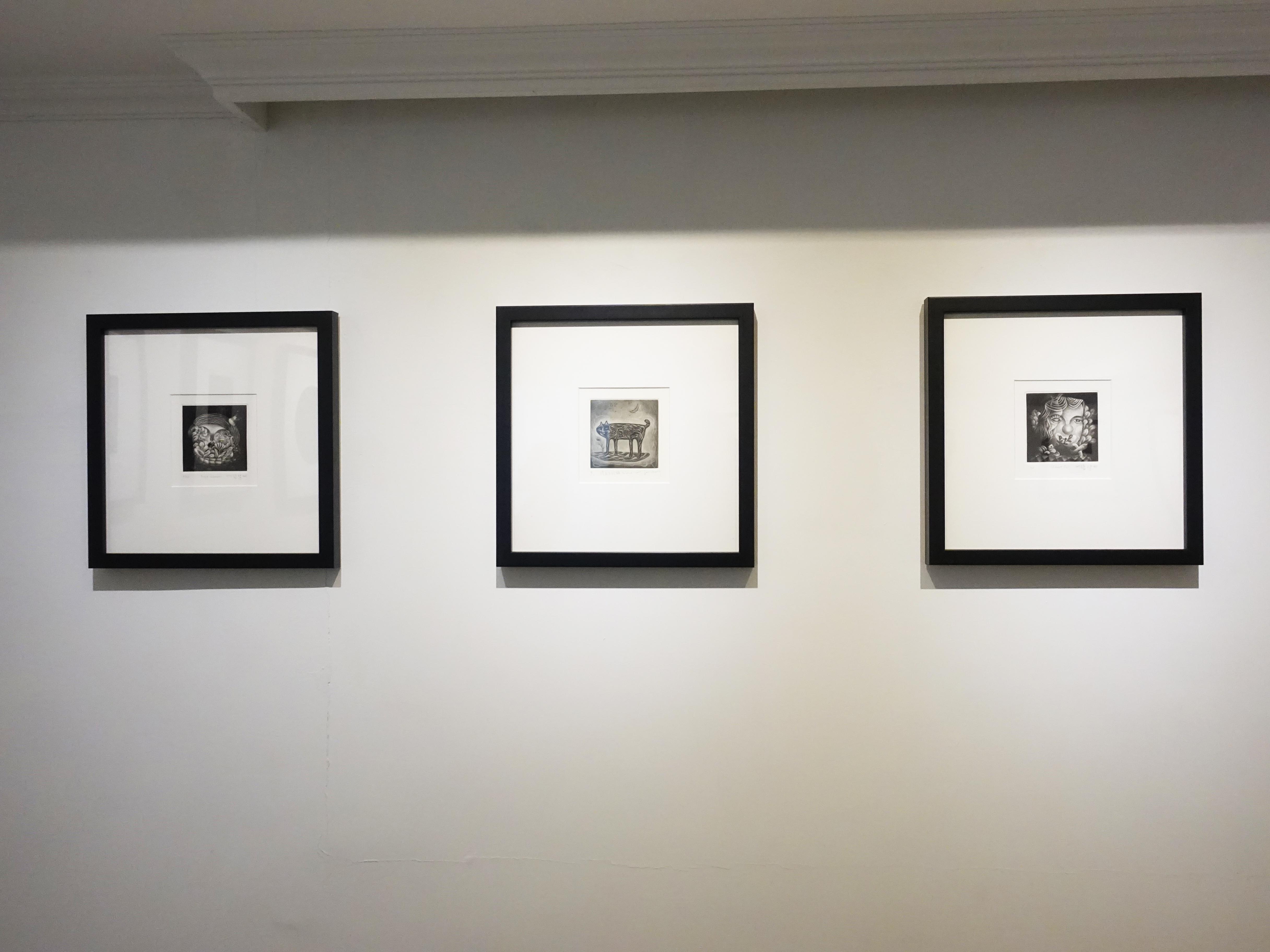 亞億藝術空間展出美柔汀聯展《墨色裡的黑與白 Among the Darkness》。
